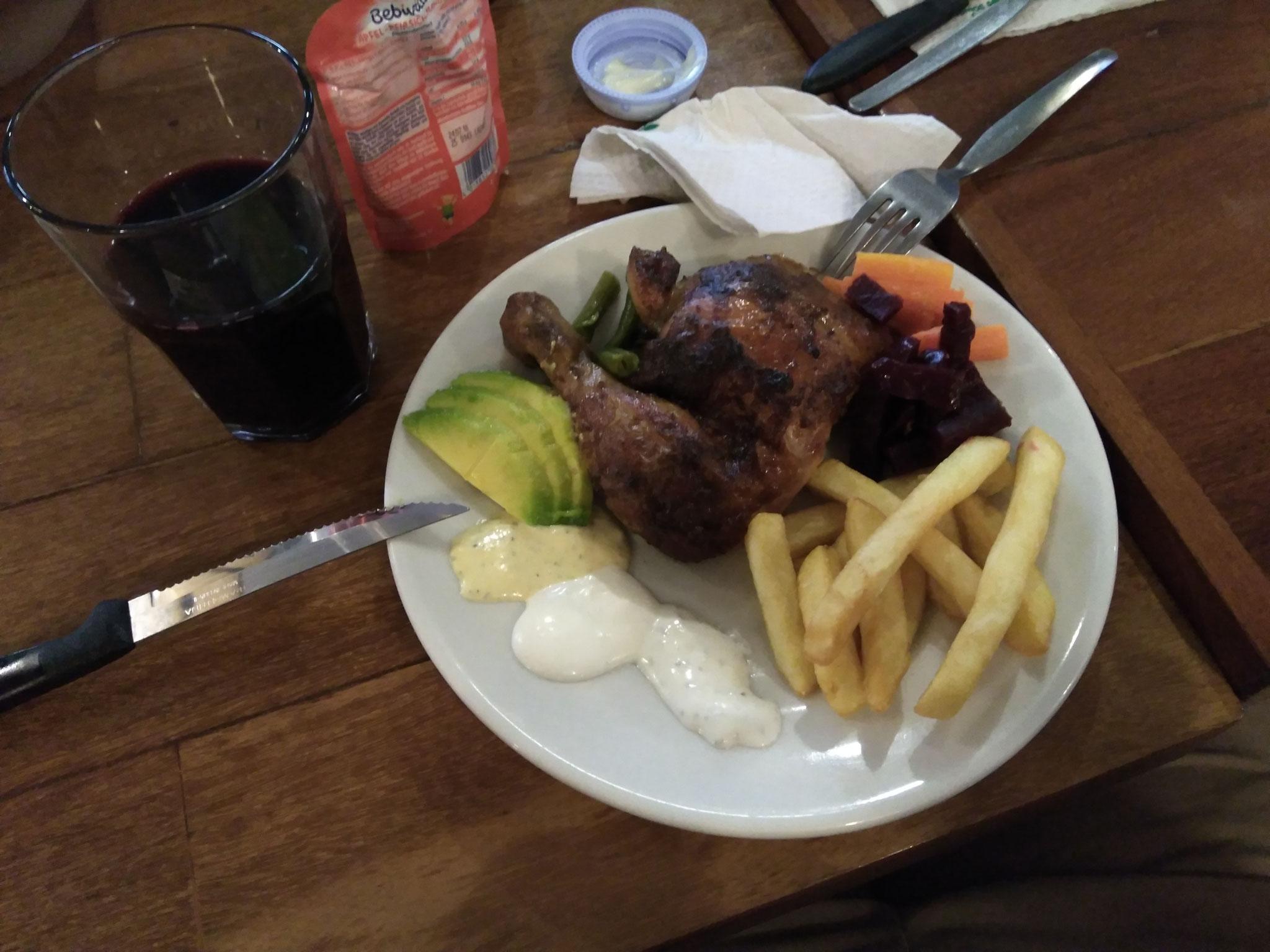 """Sie haben uns zum typisch peruanischen Essen """"Pollo ala brasa"""" eingeladen."""