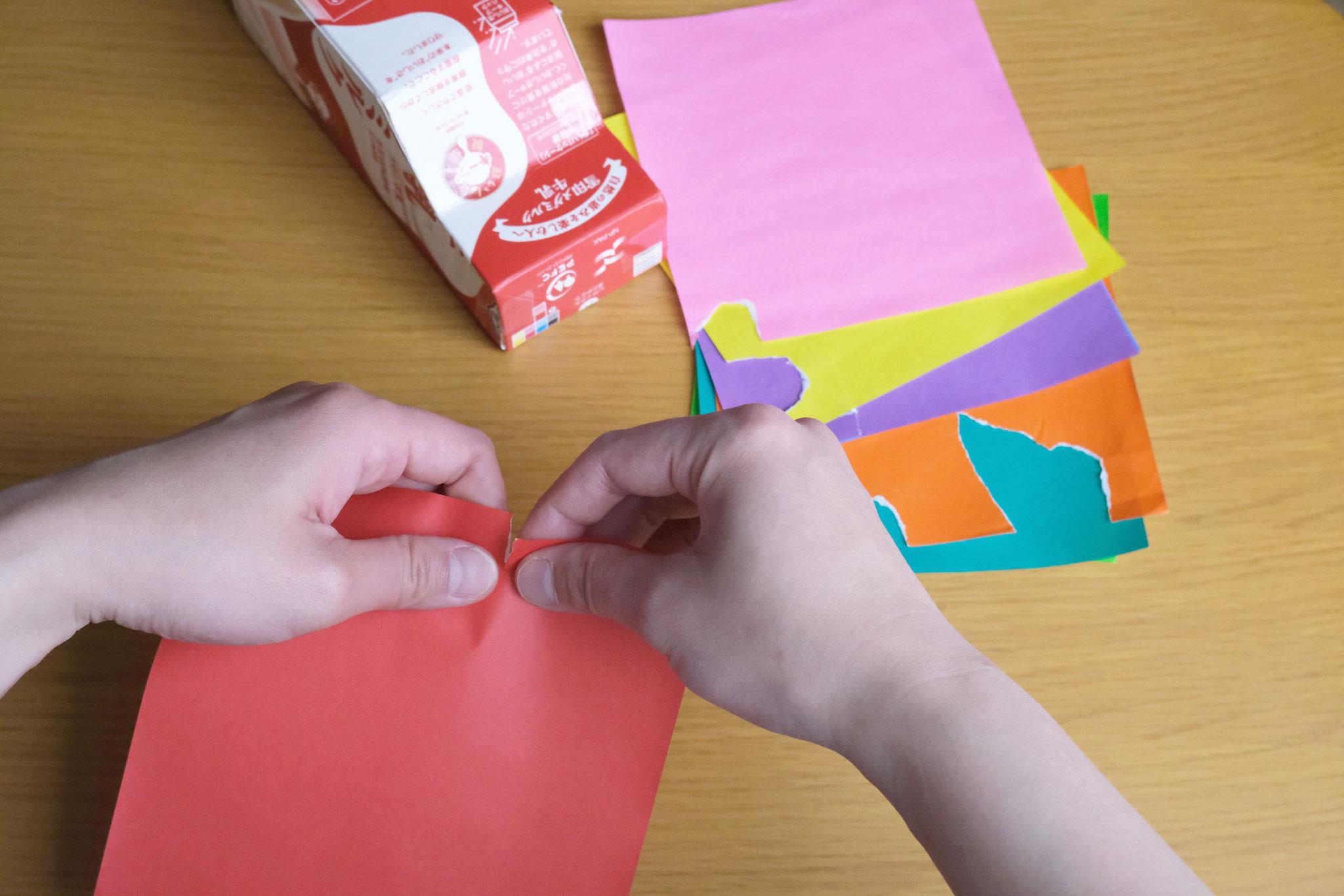(7)色紙をちぎって(使う色を先にちぎっておくとスムーズに進められます)