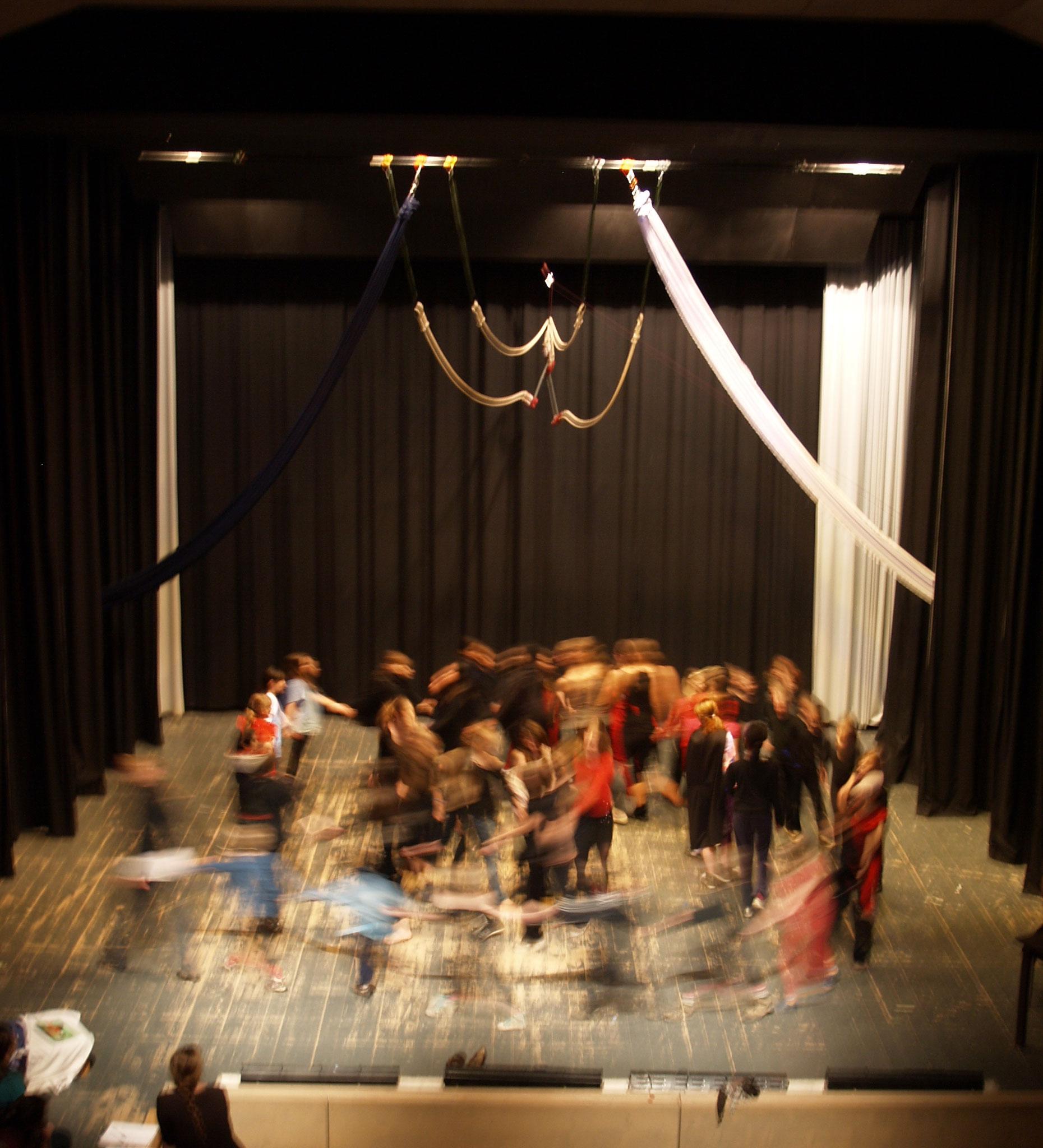 """""""Der kleine Vampir"""", ein Theater und Zirkusprojekt"""
