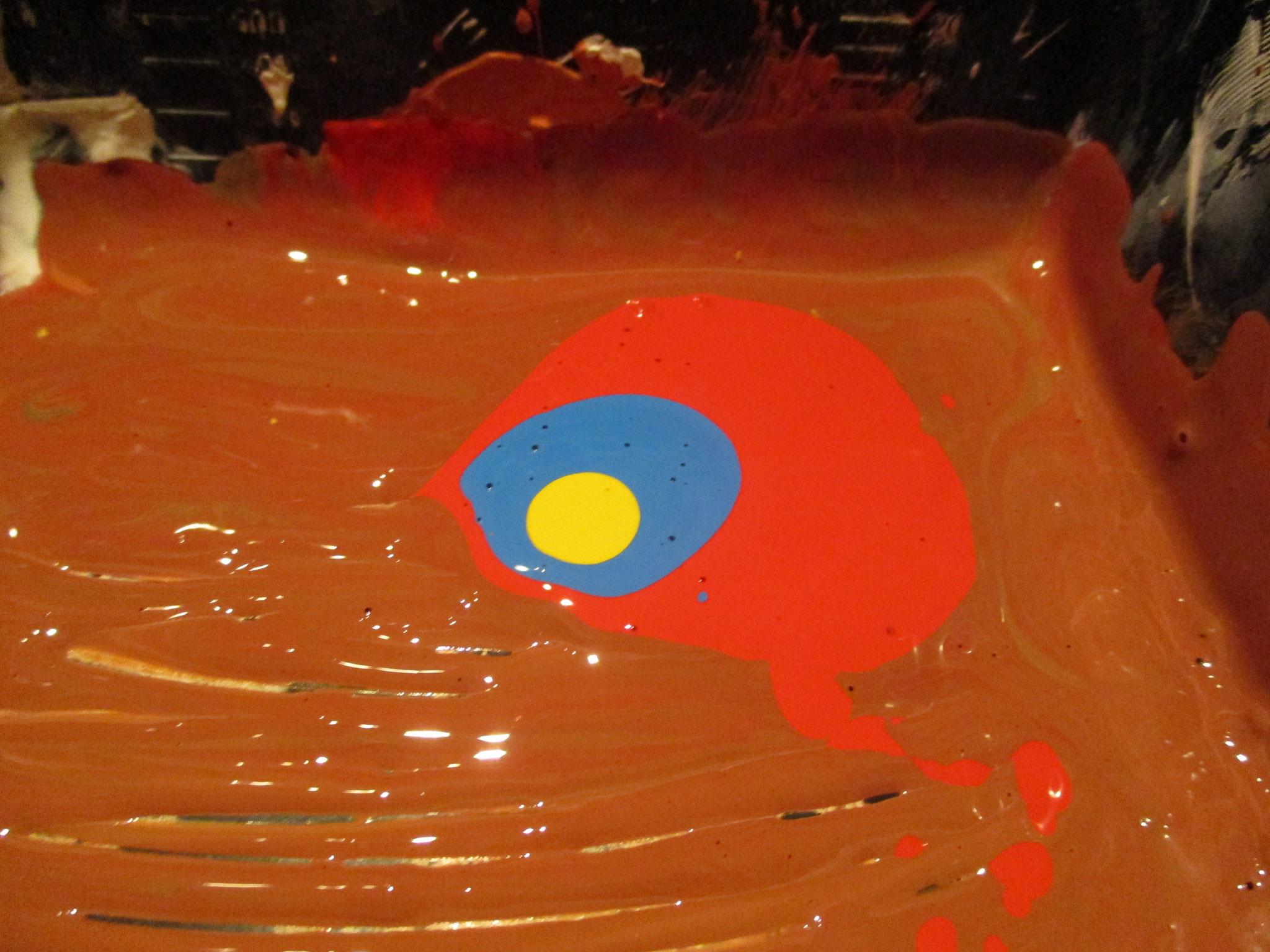 Farben mischen, um den richtigen Farbton zu finden