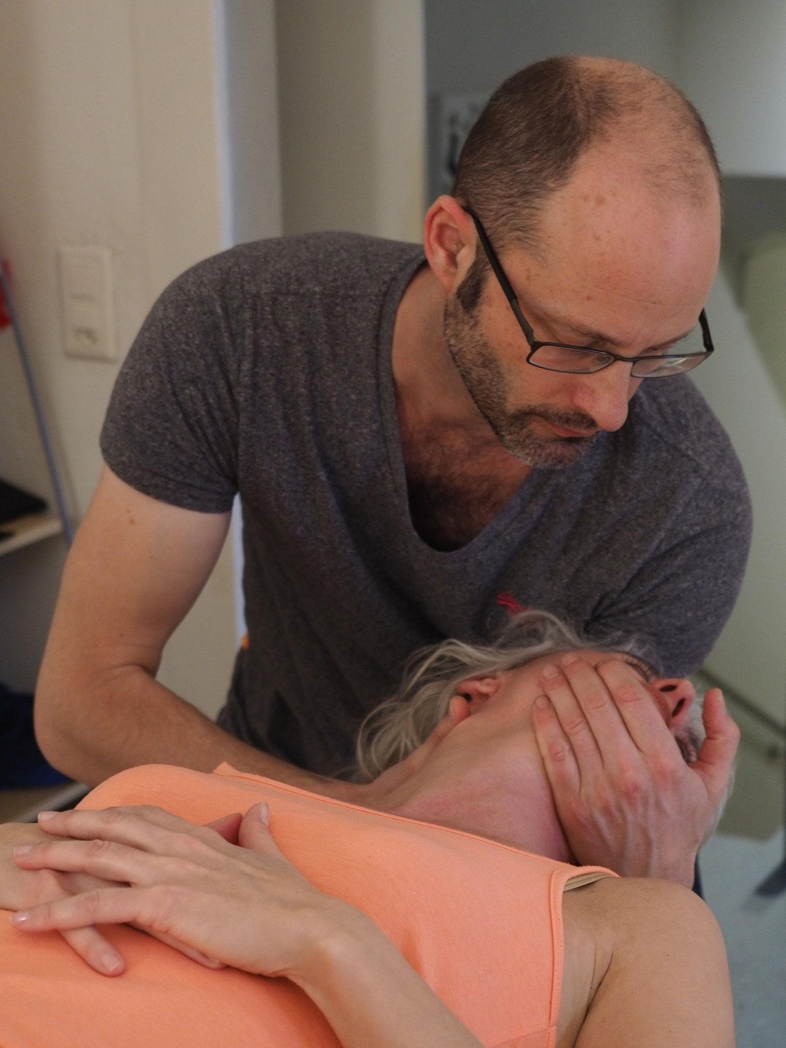 Mobilisation der oberen Halswirbelsäule
