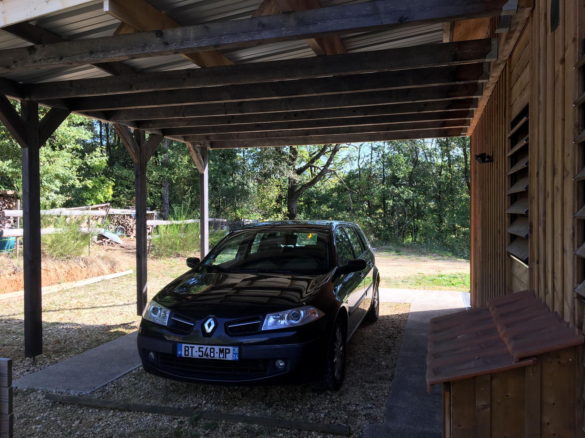 place de parking couverte, hauteur sous auvent 2,68 m