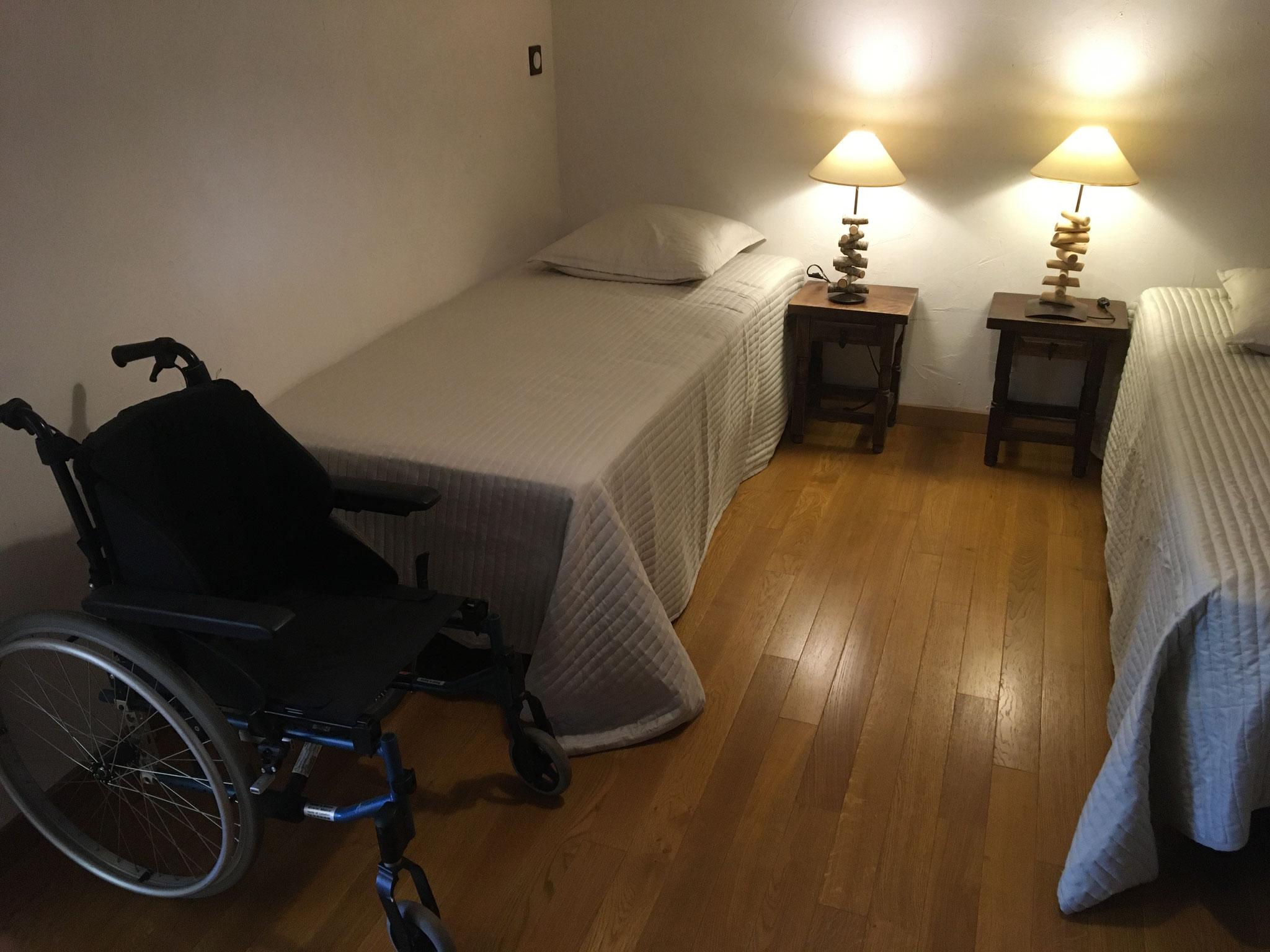 Chambre Rouge-Gorge, 2 lits indépendants . Aire de rotation