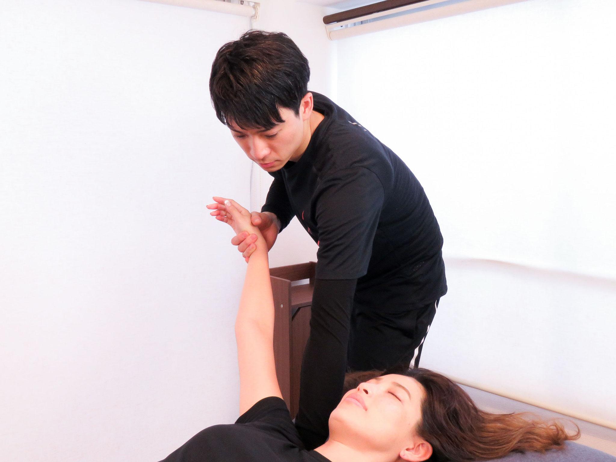 肩甲骨まわりの施術イメージ