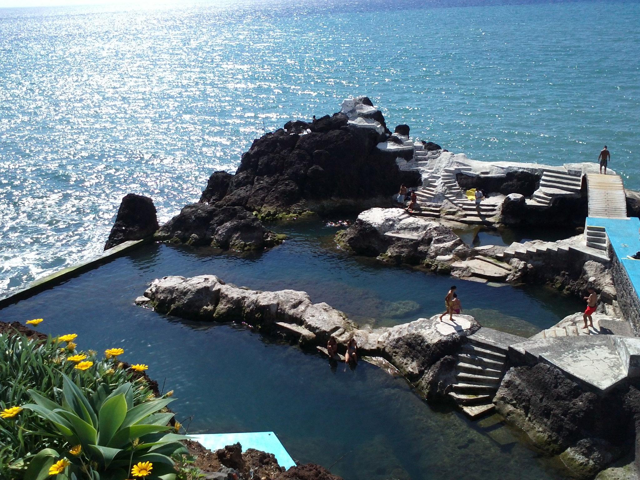 岩石游泳池