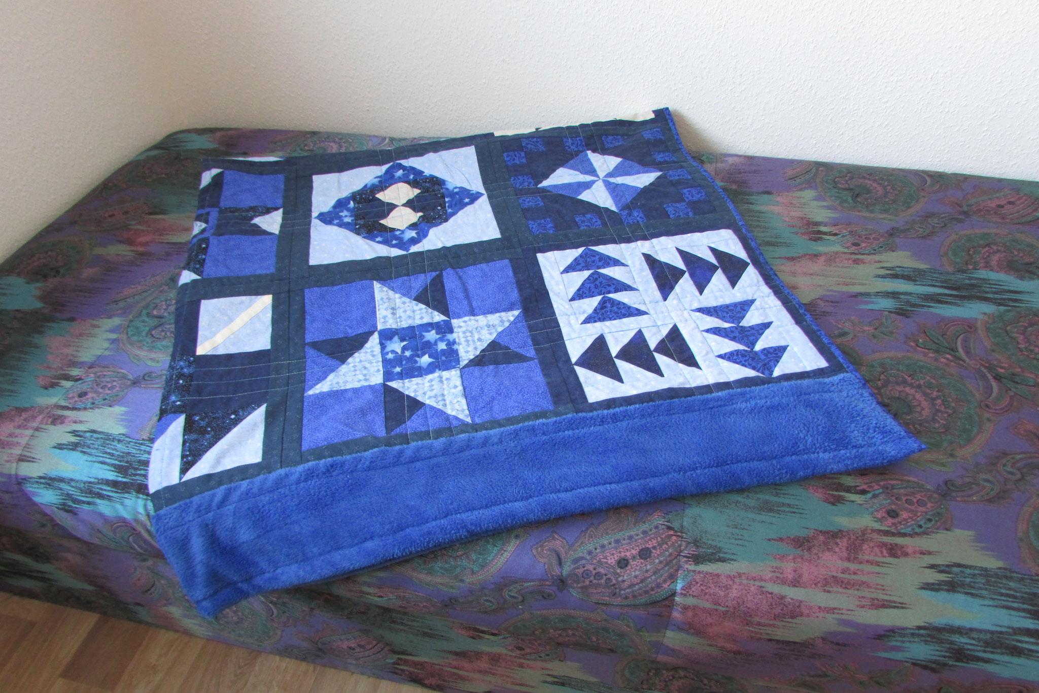 Kuscheldecke Quilt in blau