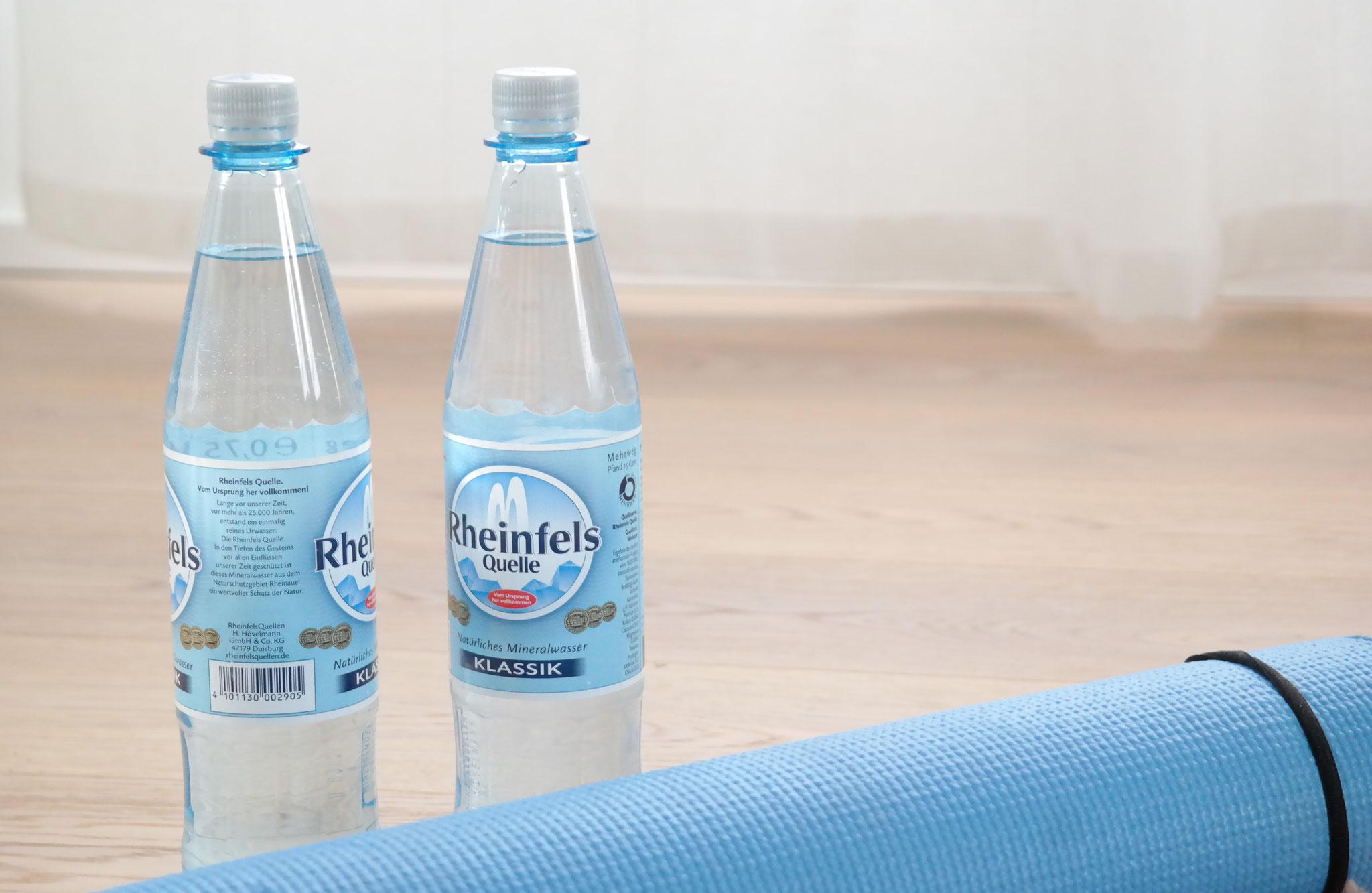 Equipment  für dein Home Workout - Wasserflaschen als Hanteln
