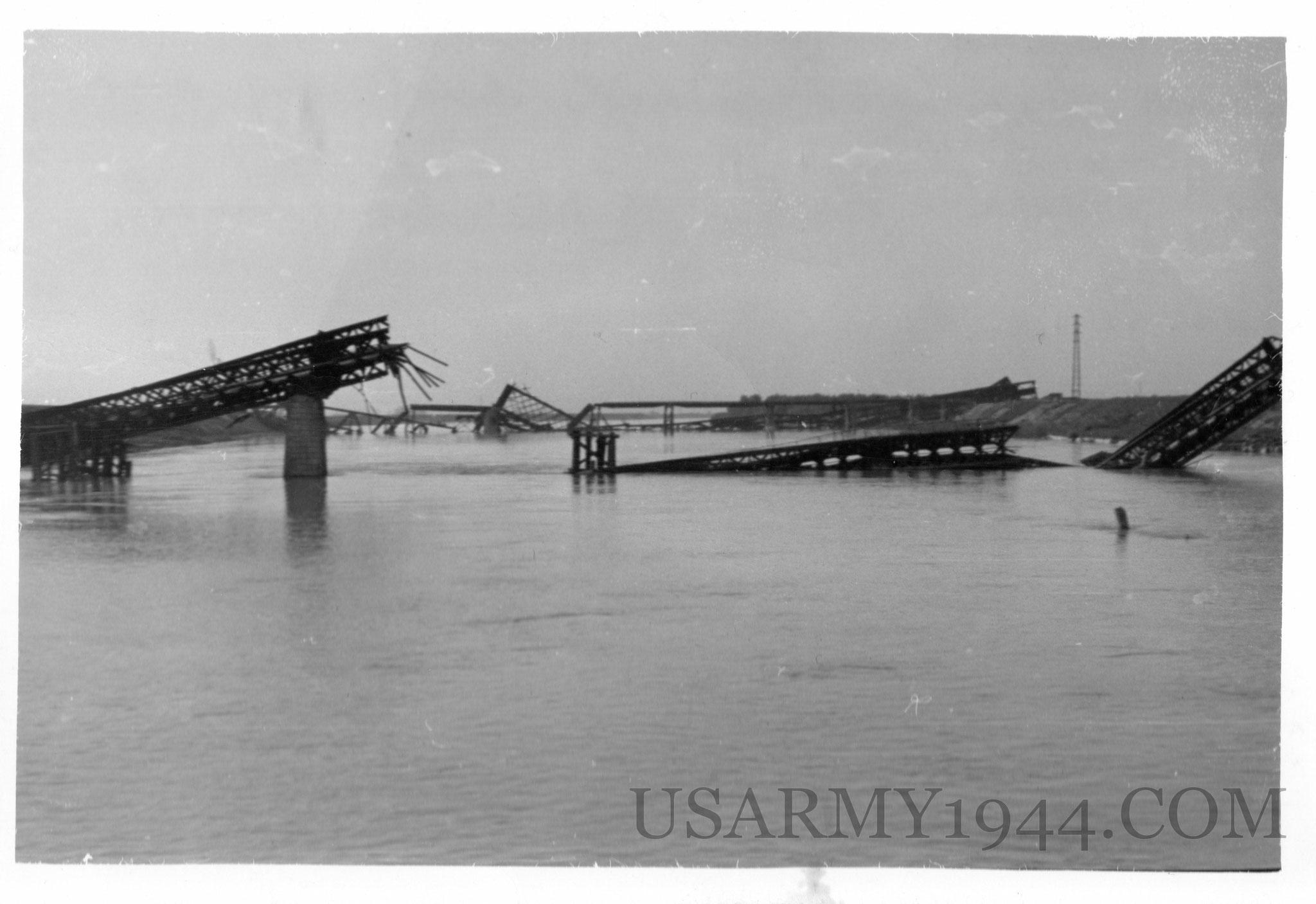 Ponte distrutto alle porte di Venezia