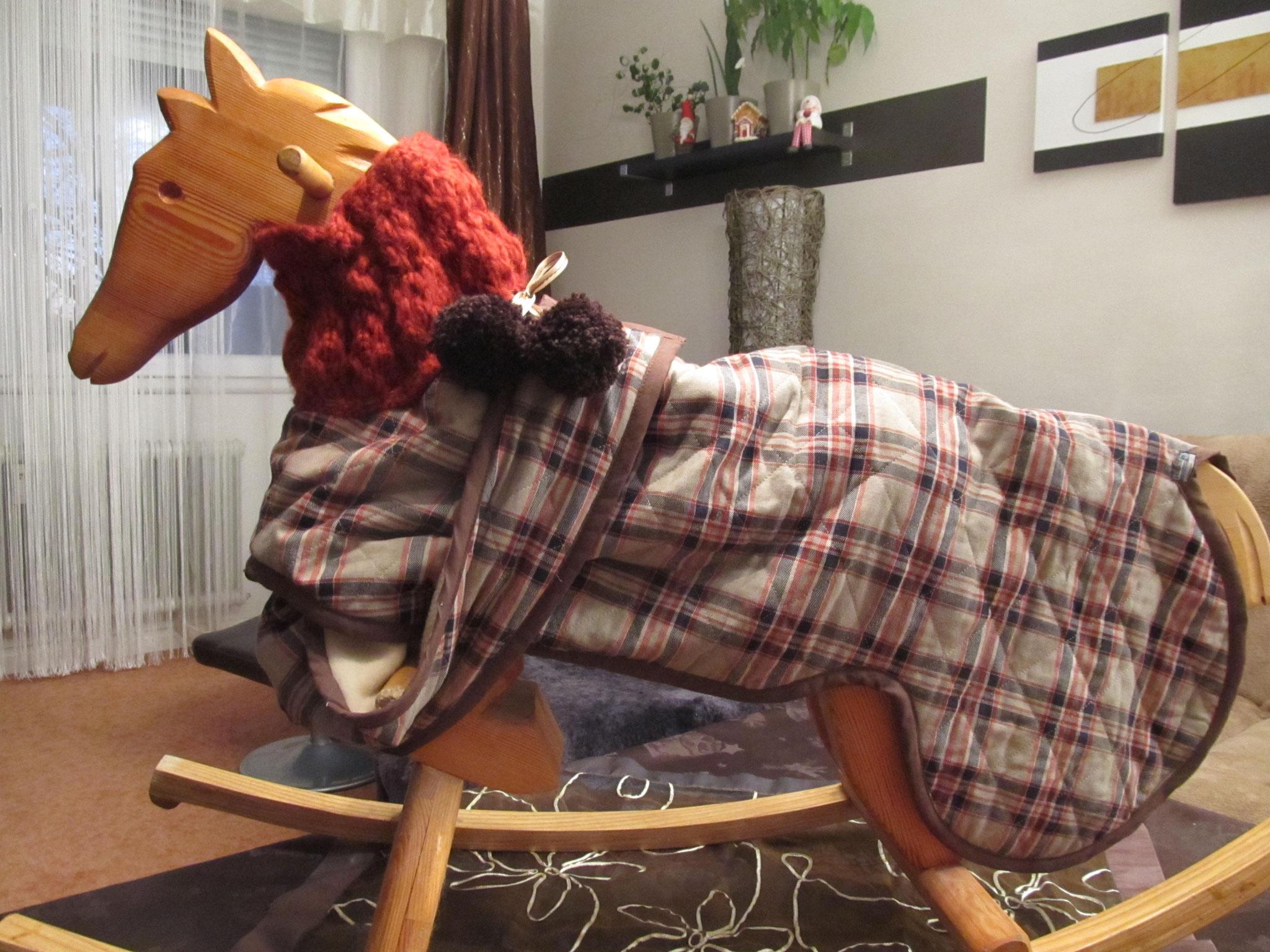 Mantel mit handgestricktem Wollkragen und Latz, Rücklänge 60 cm, Preis 130,00 €