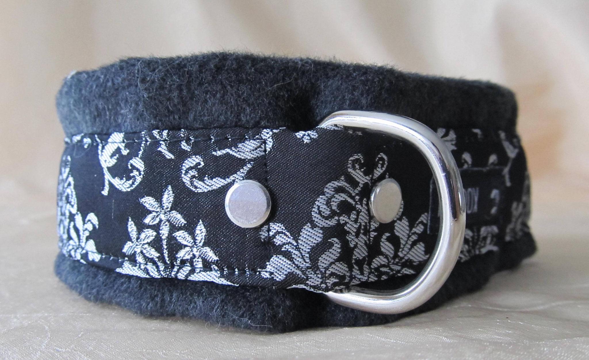 Trachtenhalsband mit gewalktem Wollstoff unterlegt, Breite 5 cm, Halsumfang 46 cm, Preis 64,00 €