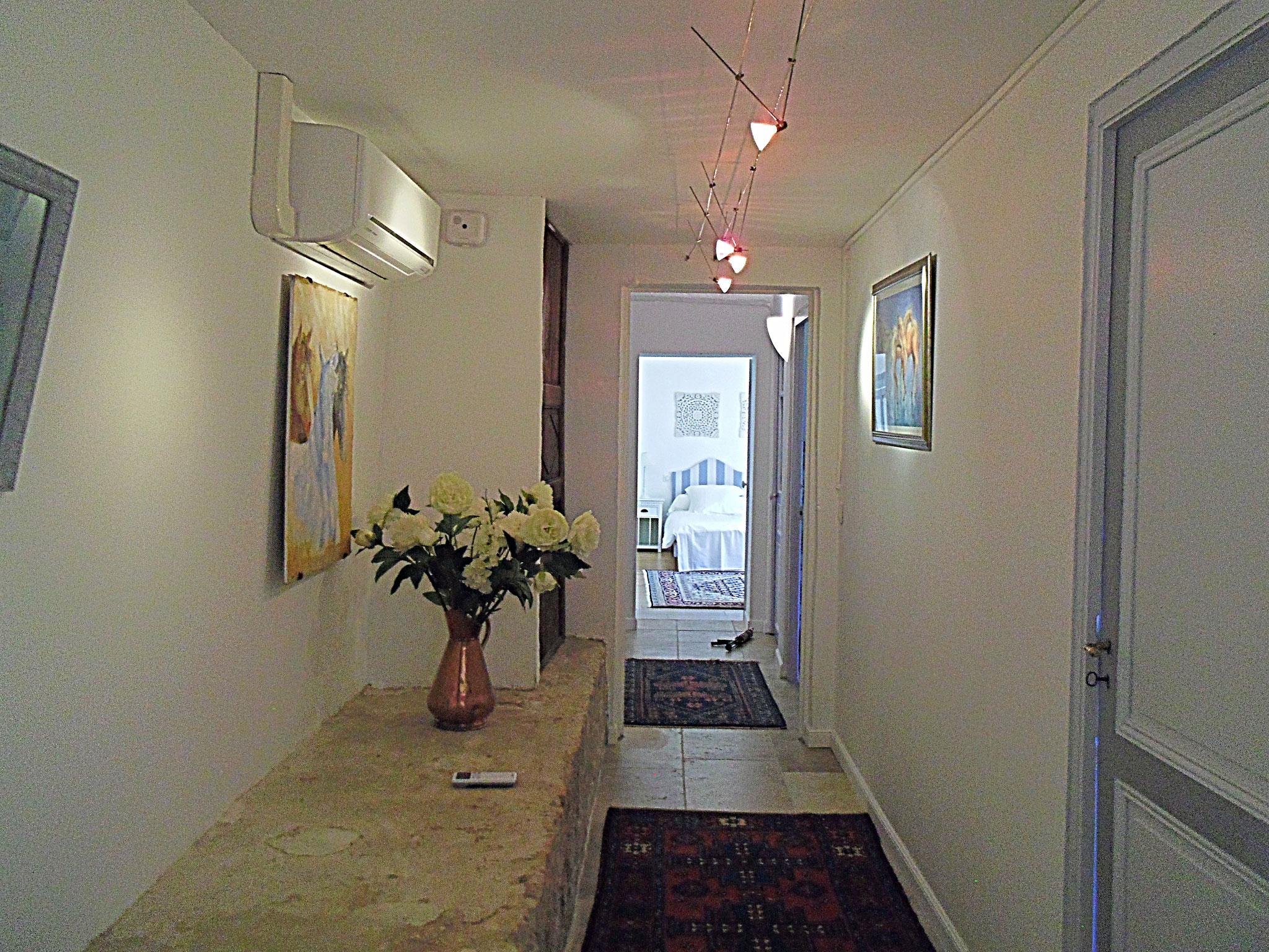 Couloir desservant l'appartement