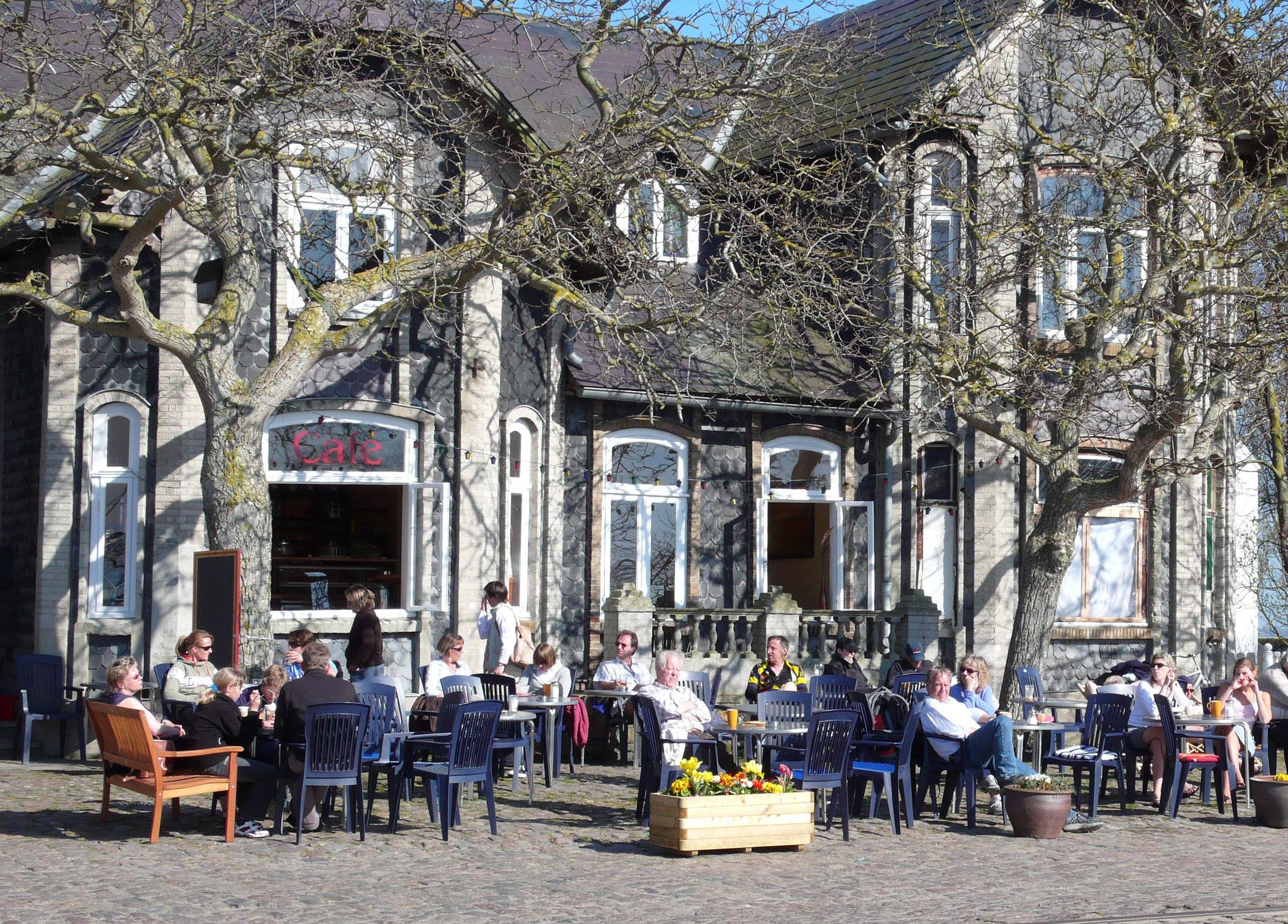 """Café """"Die Villa"""" am Hafen Orth (ehemals Café Sorgenfrei)"""