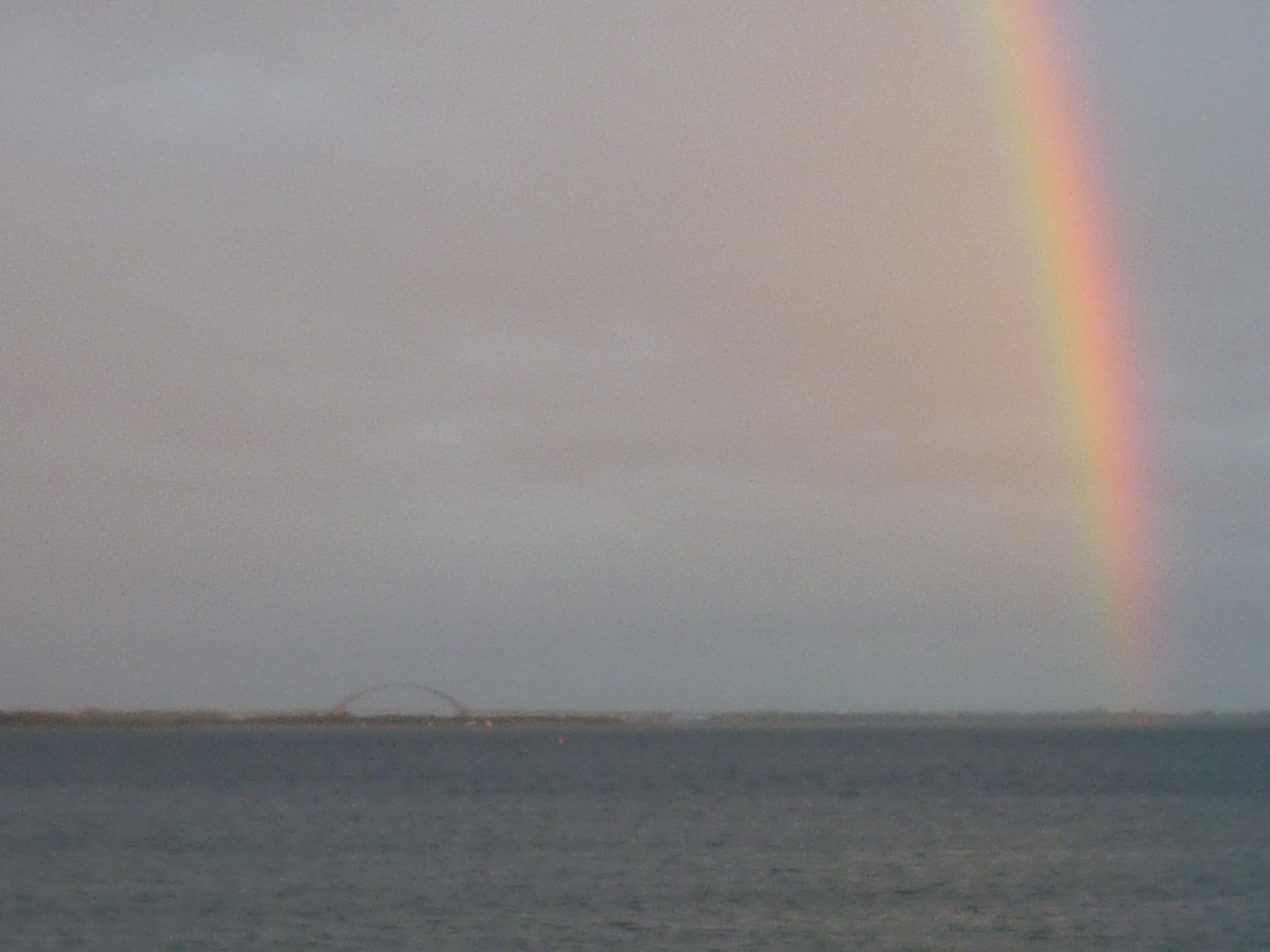 Fehmarnsundbrücke und Regenbogen