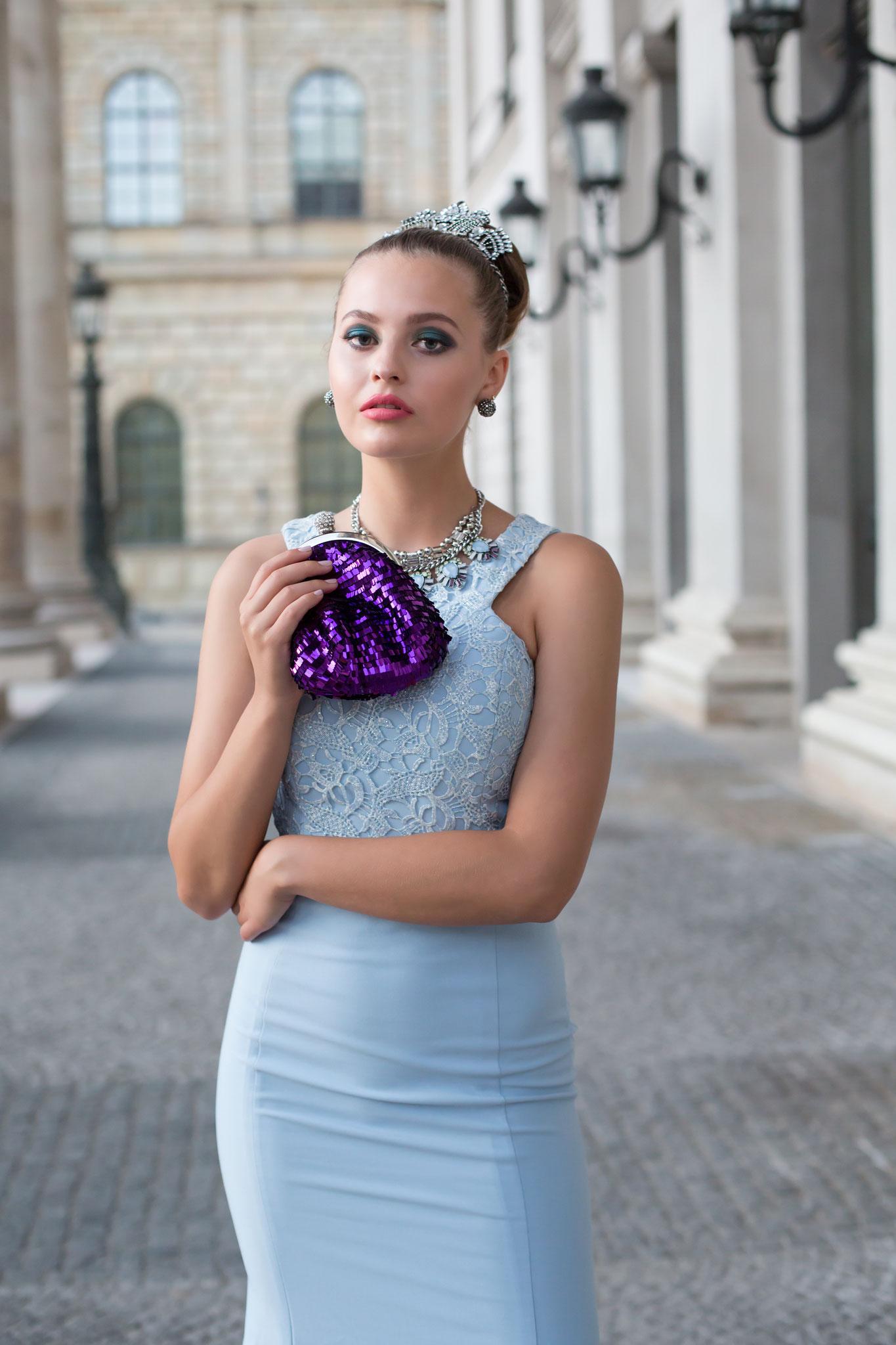 A Glamorous Appearance - ELEGANT NYC, September 2018 Vol. 51 No. 6 - Fashion Stylist: Vesna Resch