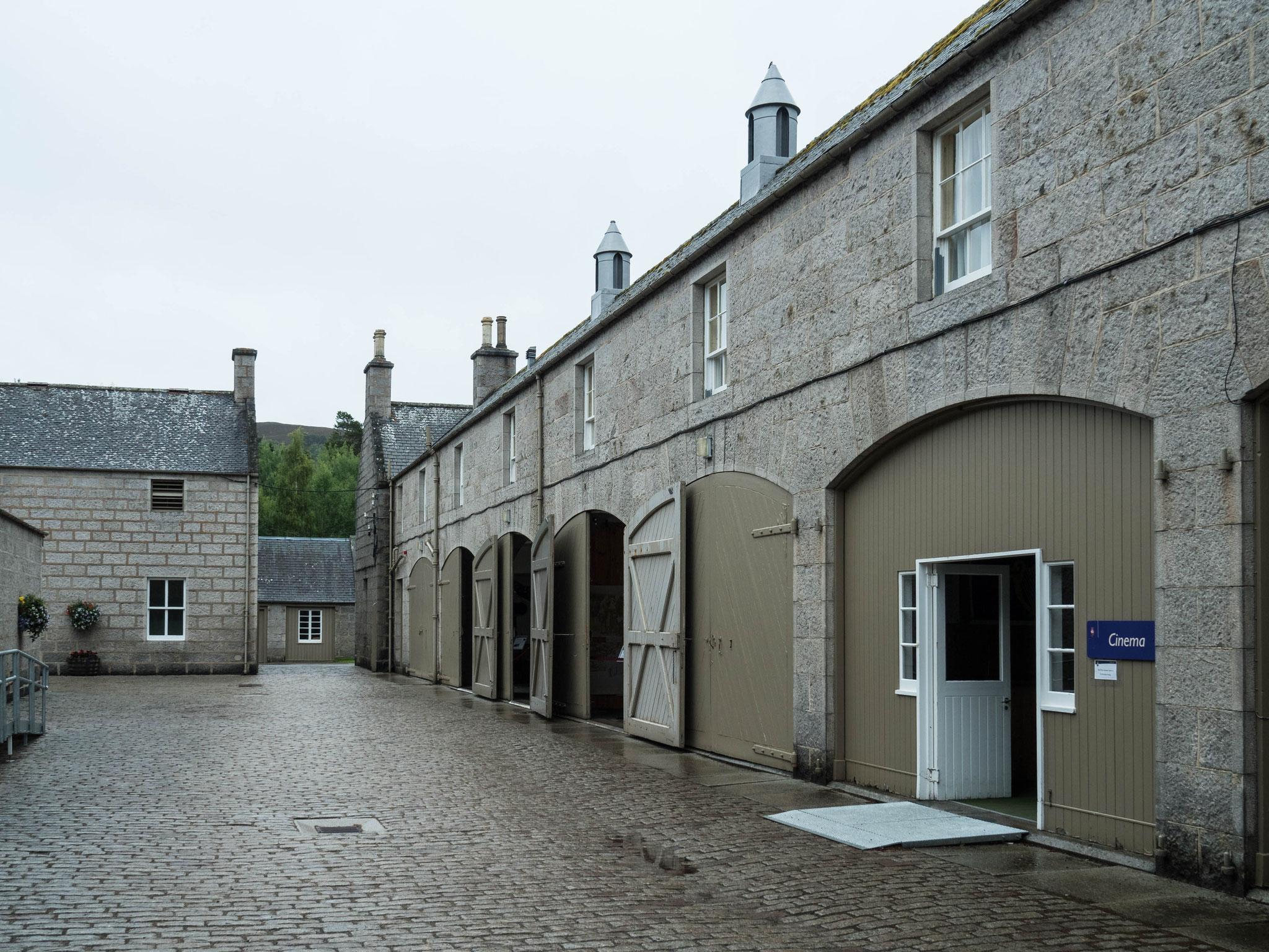 Bild: Balmoral - Nebengebäude