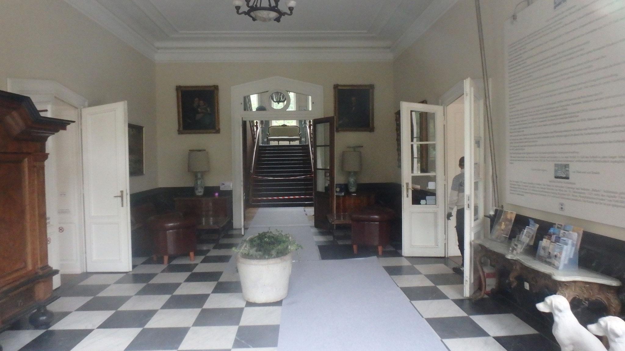Blick durch die Eingangstür