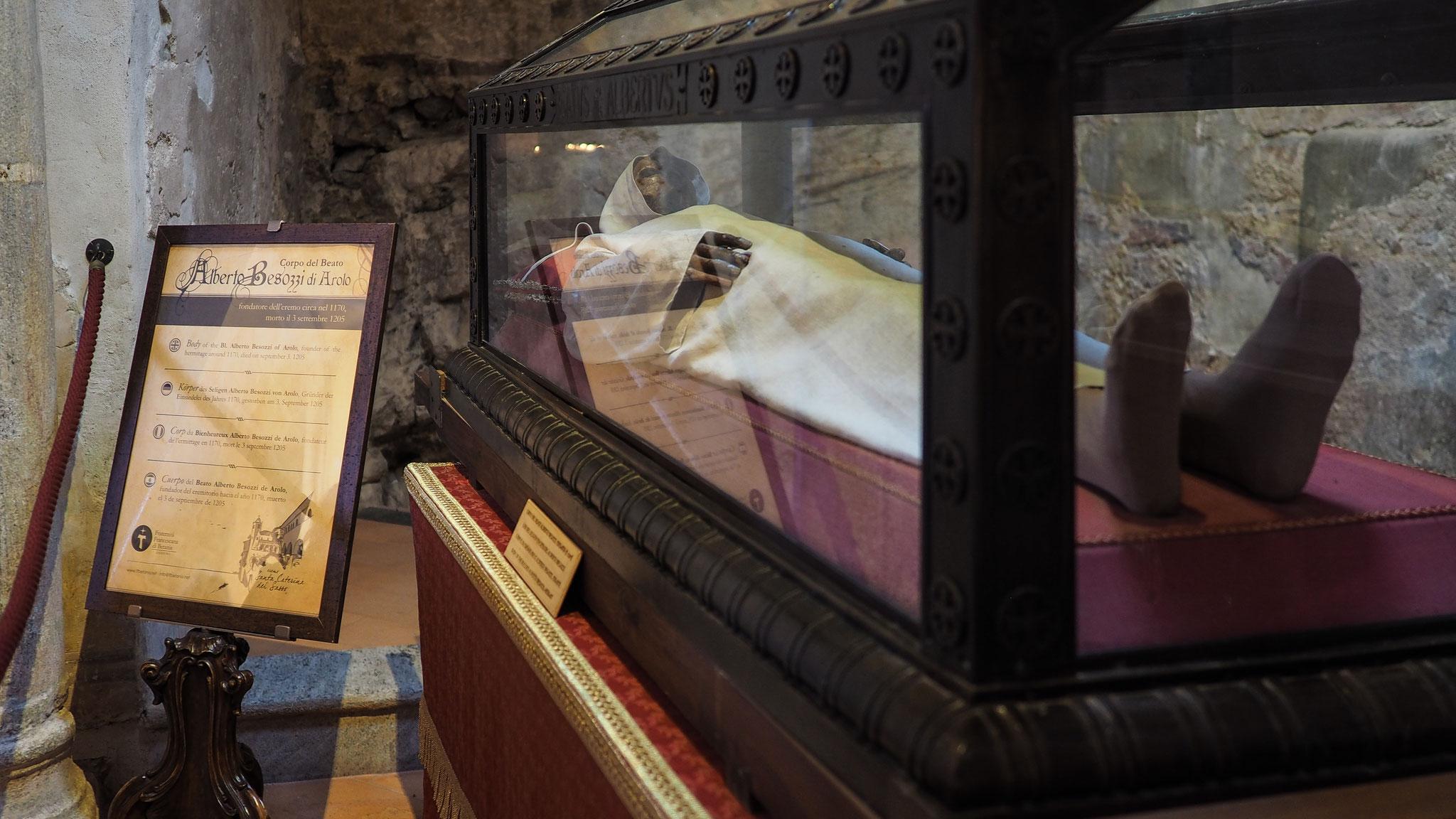 Santa Caterina del Sasso, Gründer Alberto Besozzi Arolo gestorben 1205