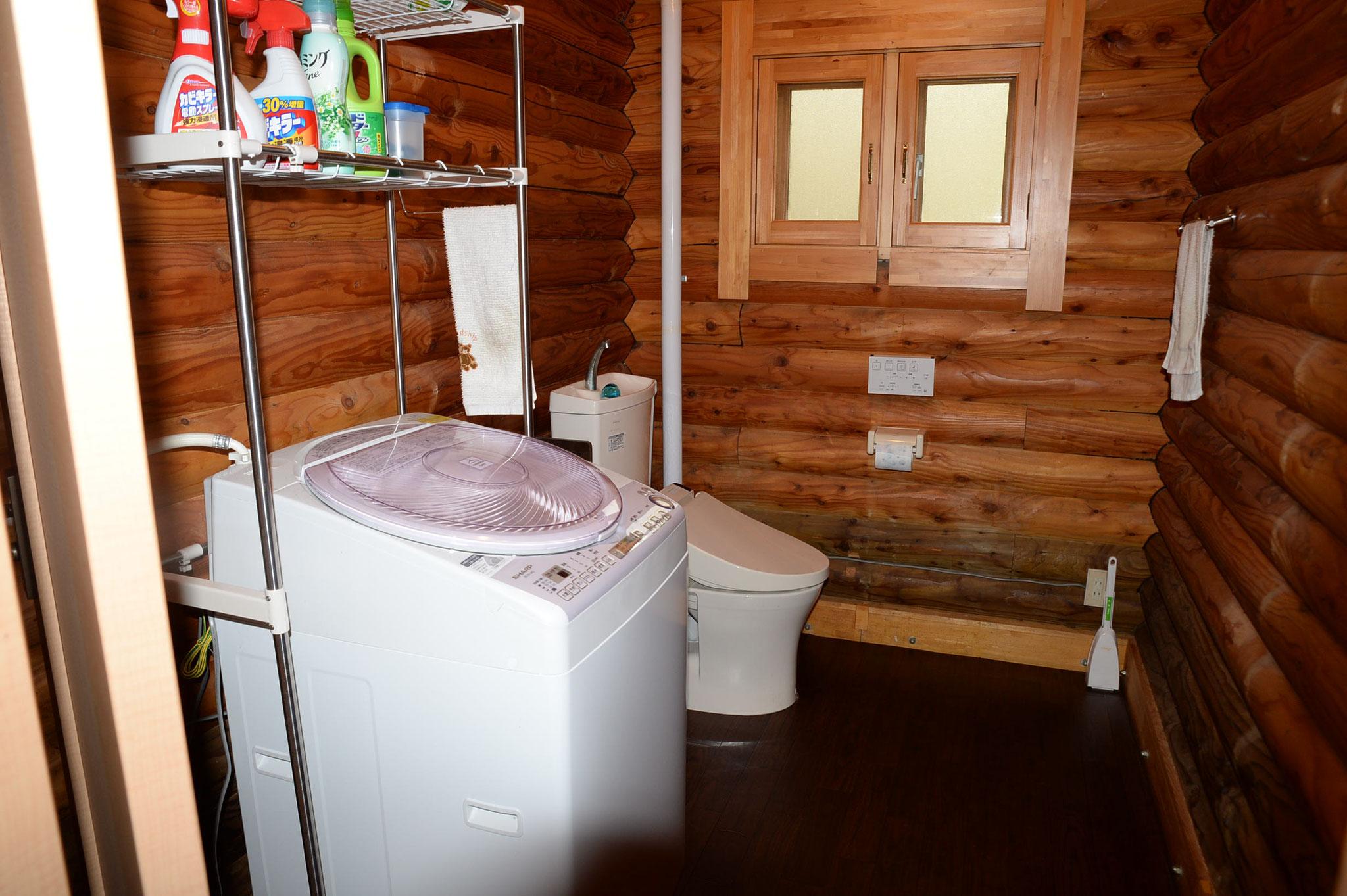 トイレ;最新式のウォシュレットと洗濯乾燥機があります。