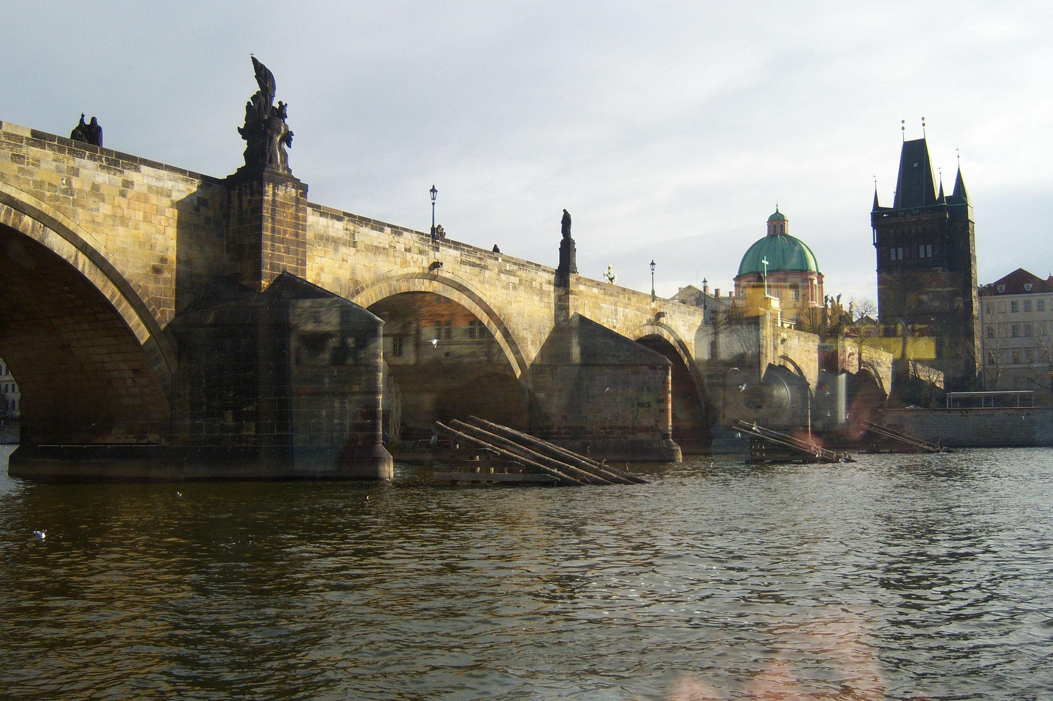 Mit dem Schiff zur Prager Karlsbrücke
