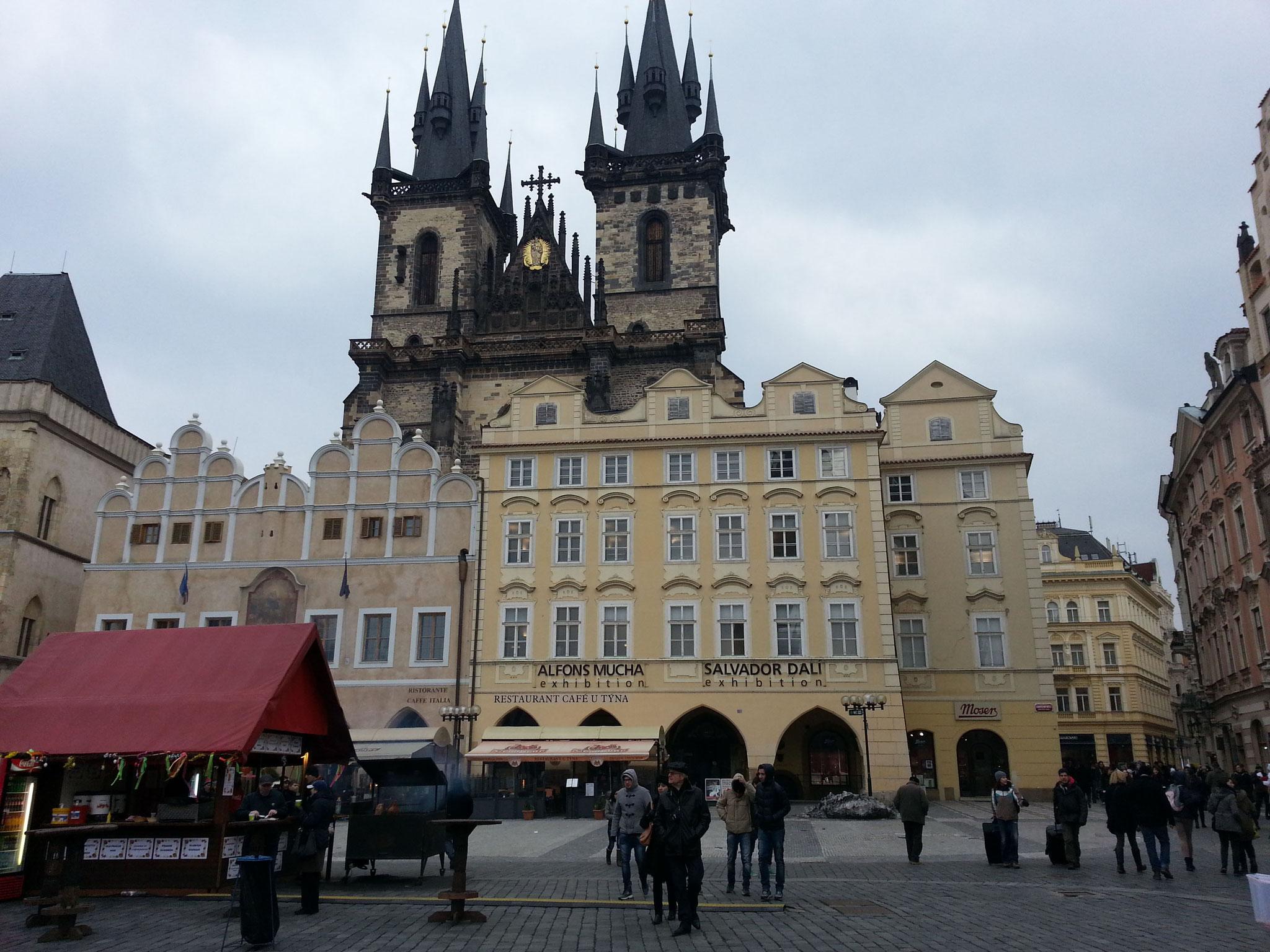 Blick zum Prager Rathaus