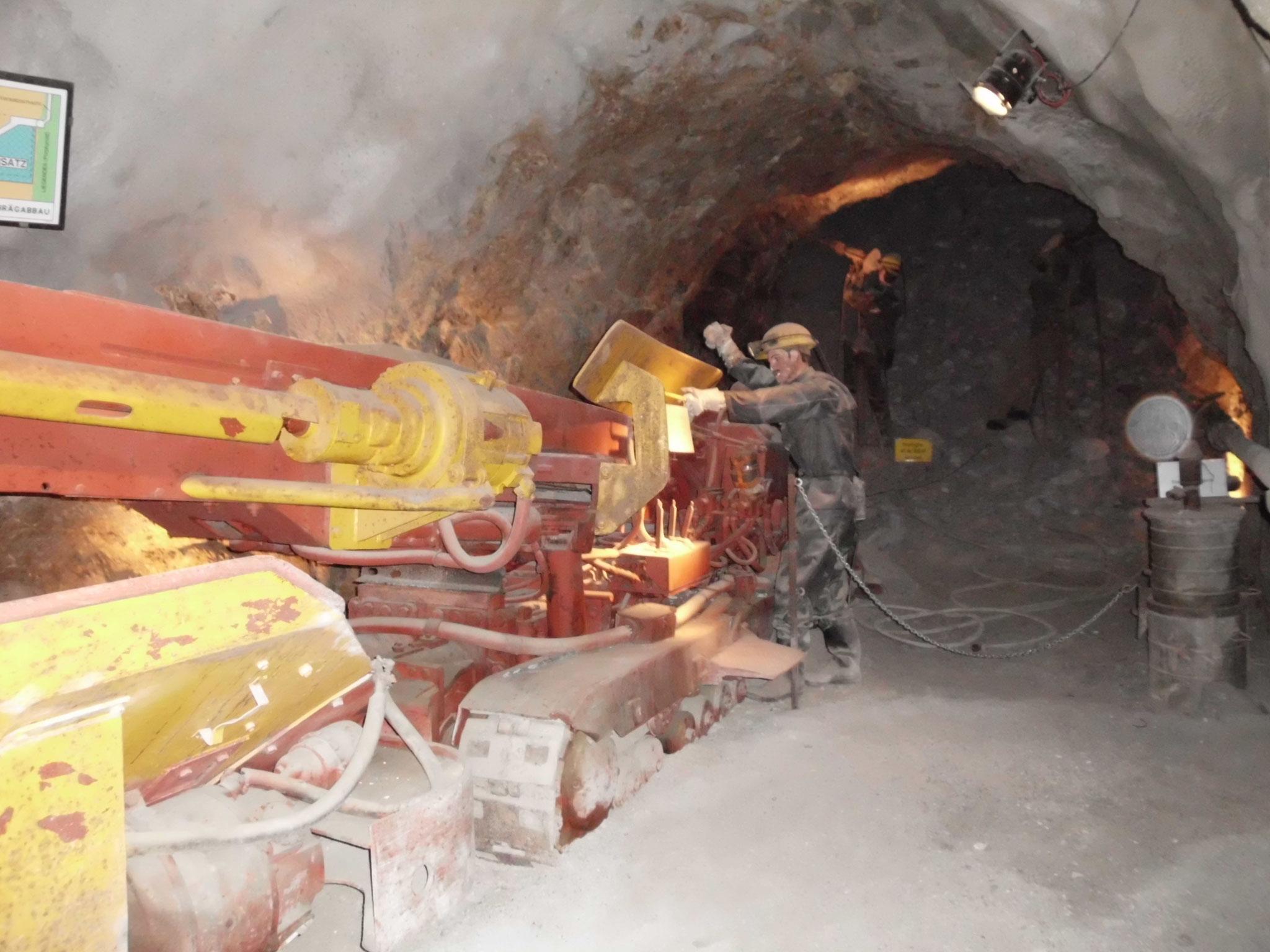 Tunnelbohrmaschine im Erzberg