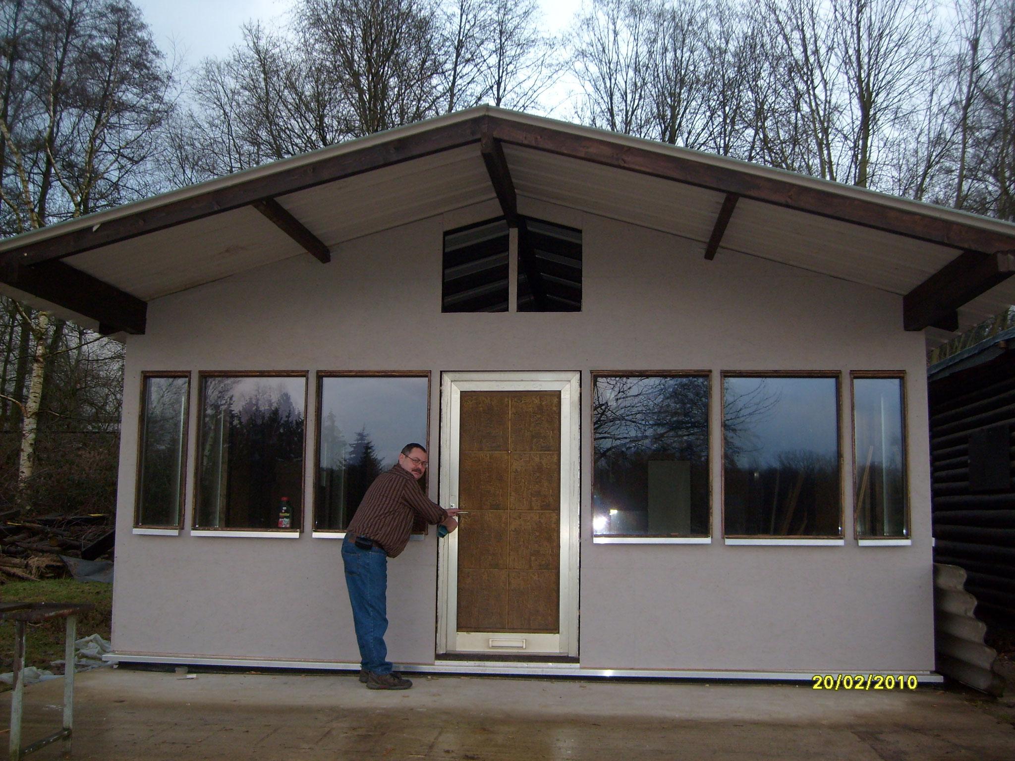 Und die Hütte am Tag der Fertigstellung (2009)