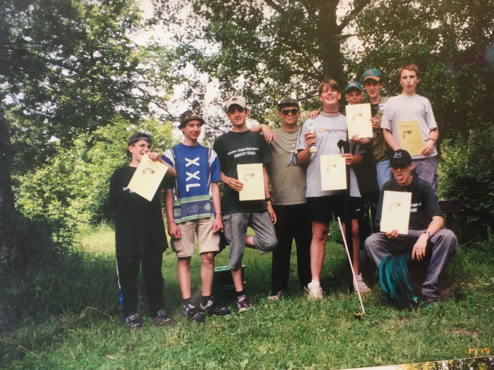 Unsere Jugendgruppe nach dem Sieg beim Freundschaftsfischen 2001