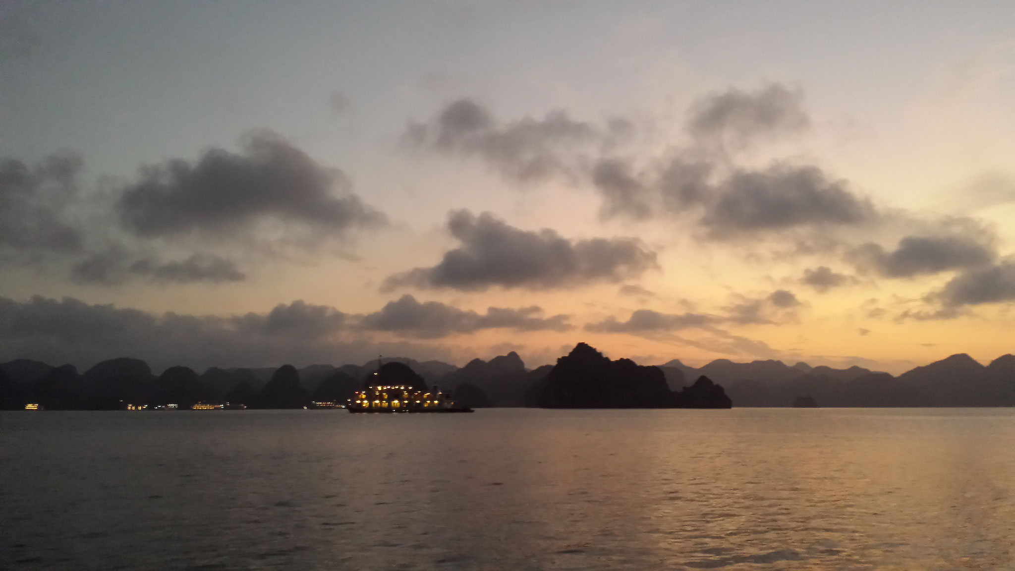 Dawn Halong Bay