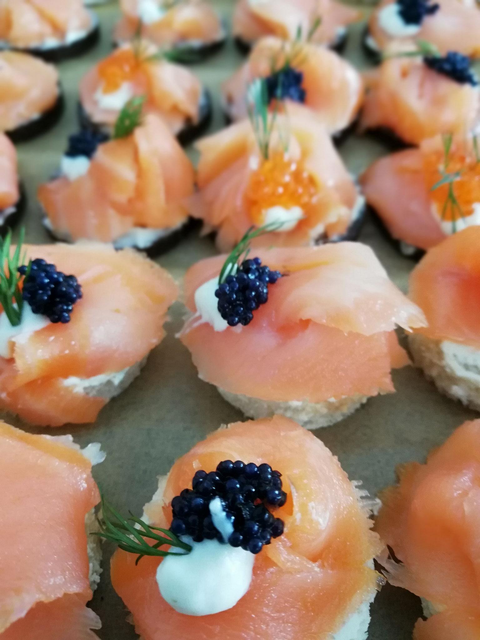 Fingerfood mit Lachs und Kaviar
