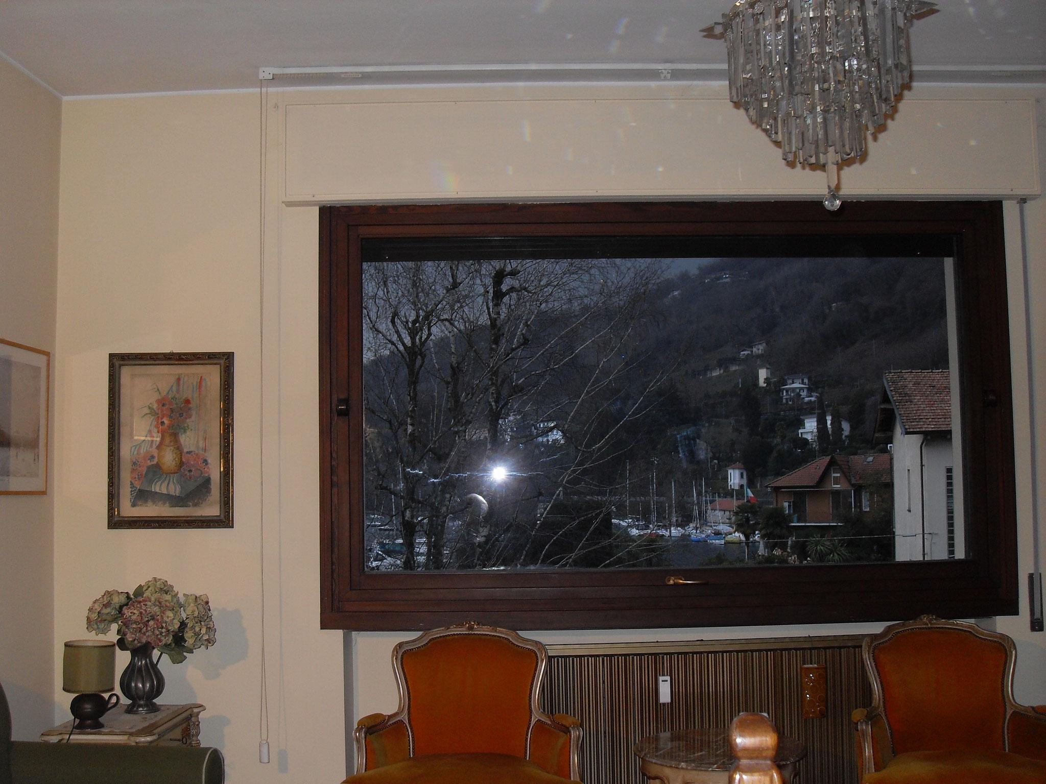vue sur le lac de la fenêtre du salon