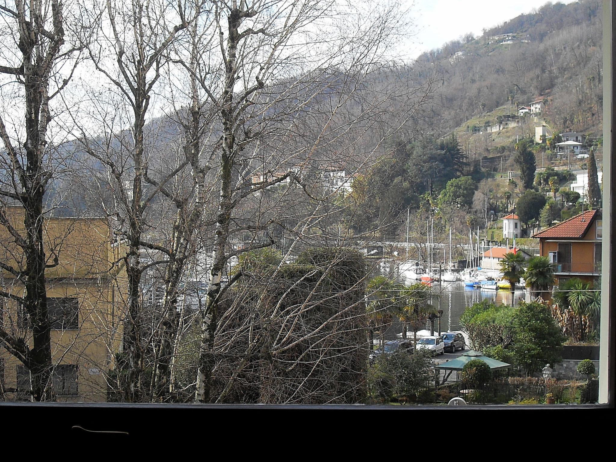 Finestrone del soggiorno: vista sul Porto Turistico - Inverno