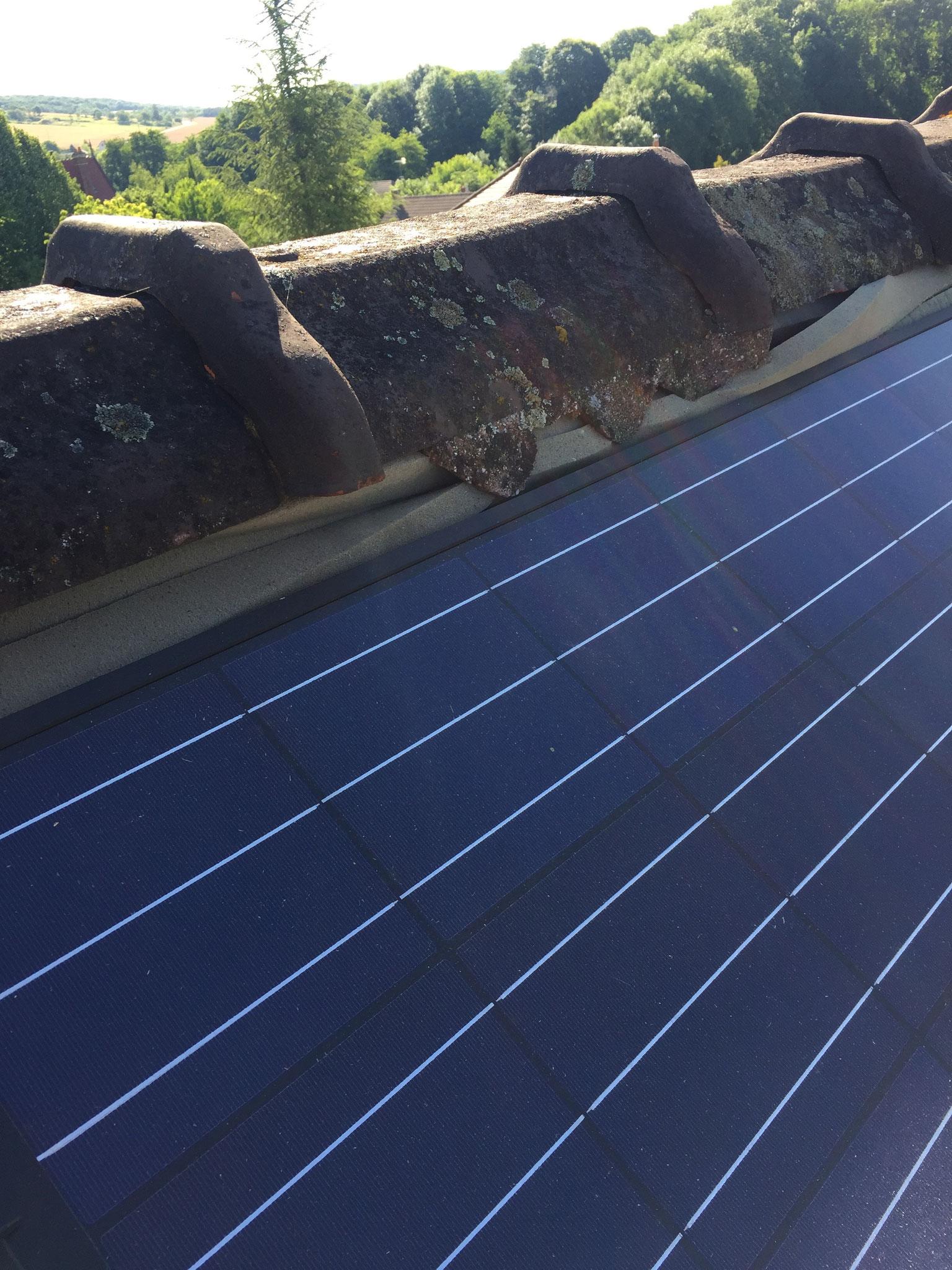 Défaut d'étanchéité des panneaux photovoltaïques, infiltration par le faitage