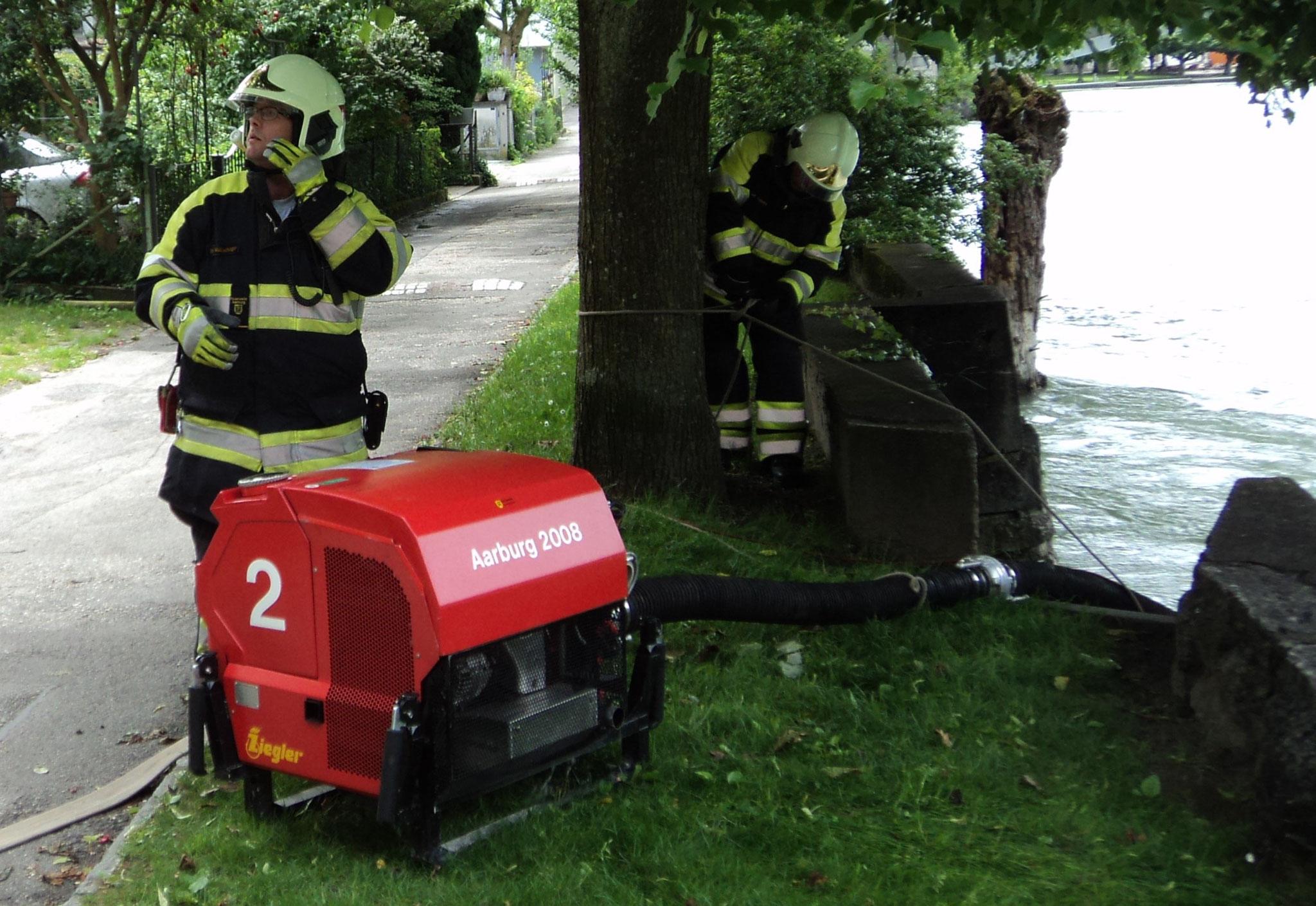 Wasserbezug mit Pumpe aus der Aare