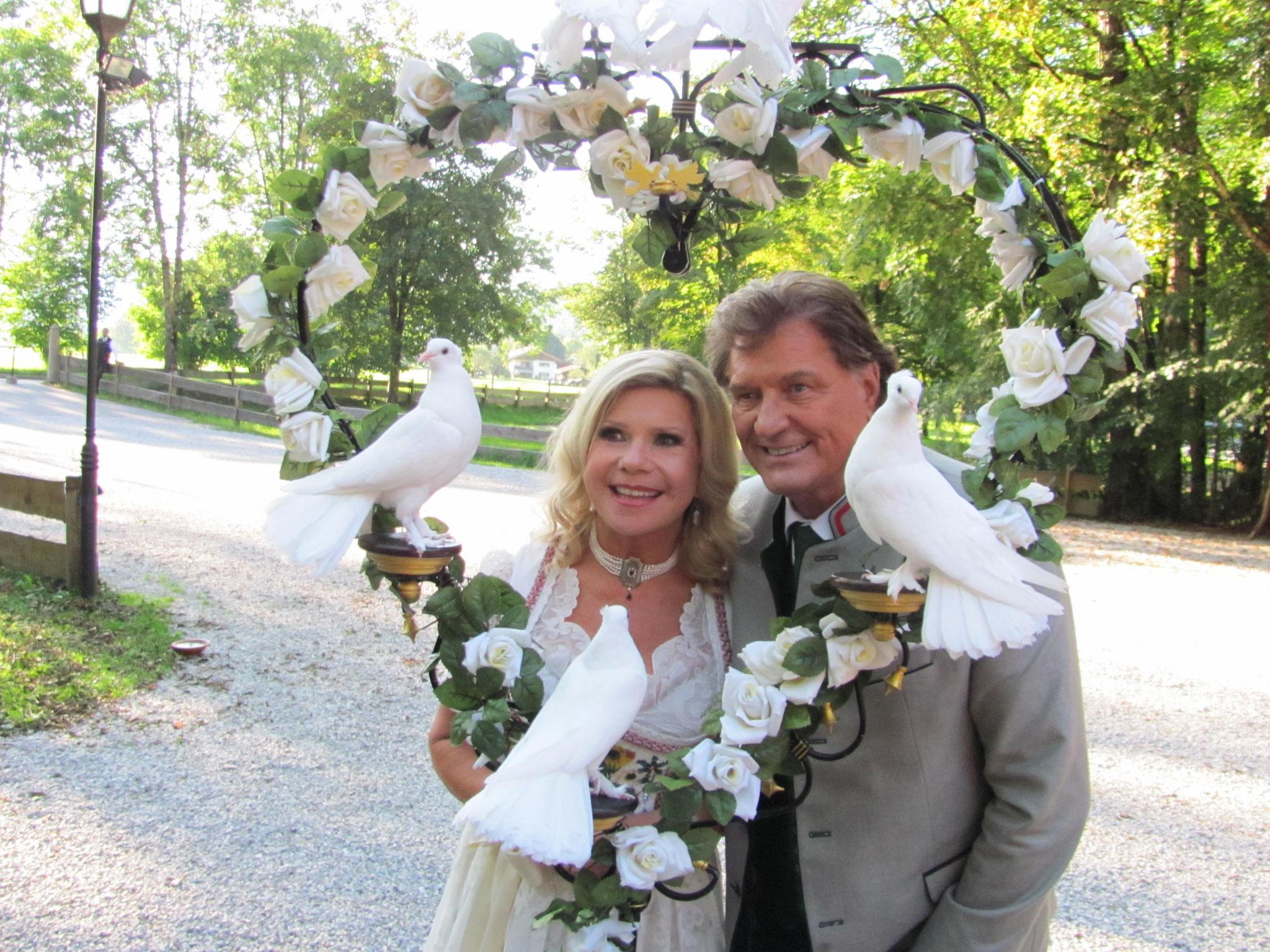 Mariane und Michael hinter dem Rosenherz
