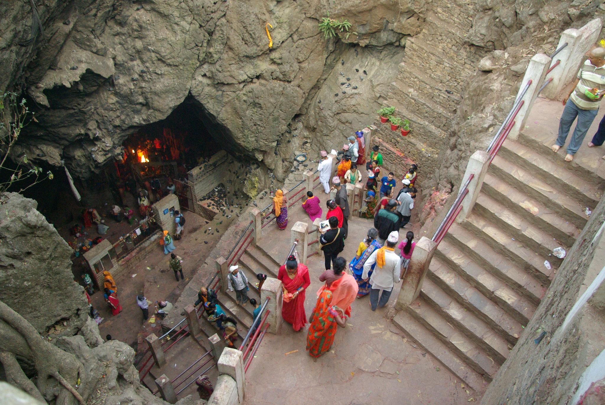 Treppenaufgang zur ersten Höhle