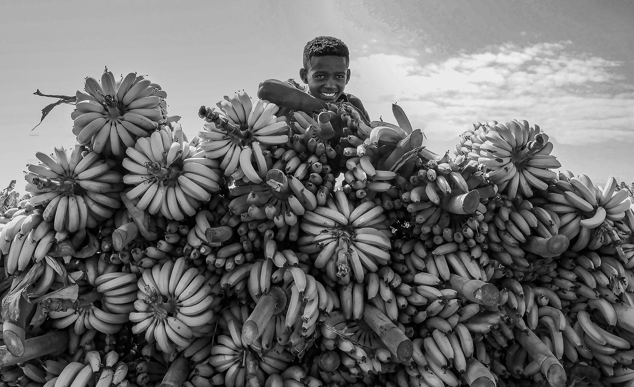 Ahmed Al-Abdulaal (Saudi Arabia) - Kid selling bananas bw