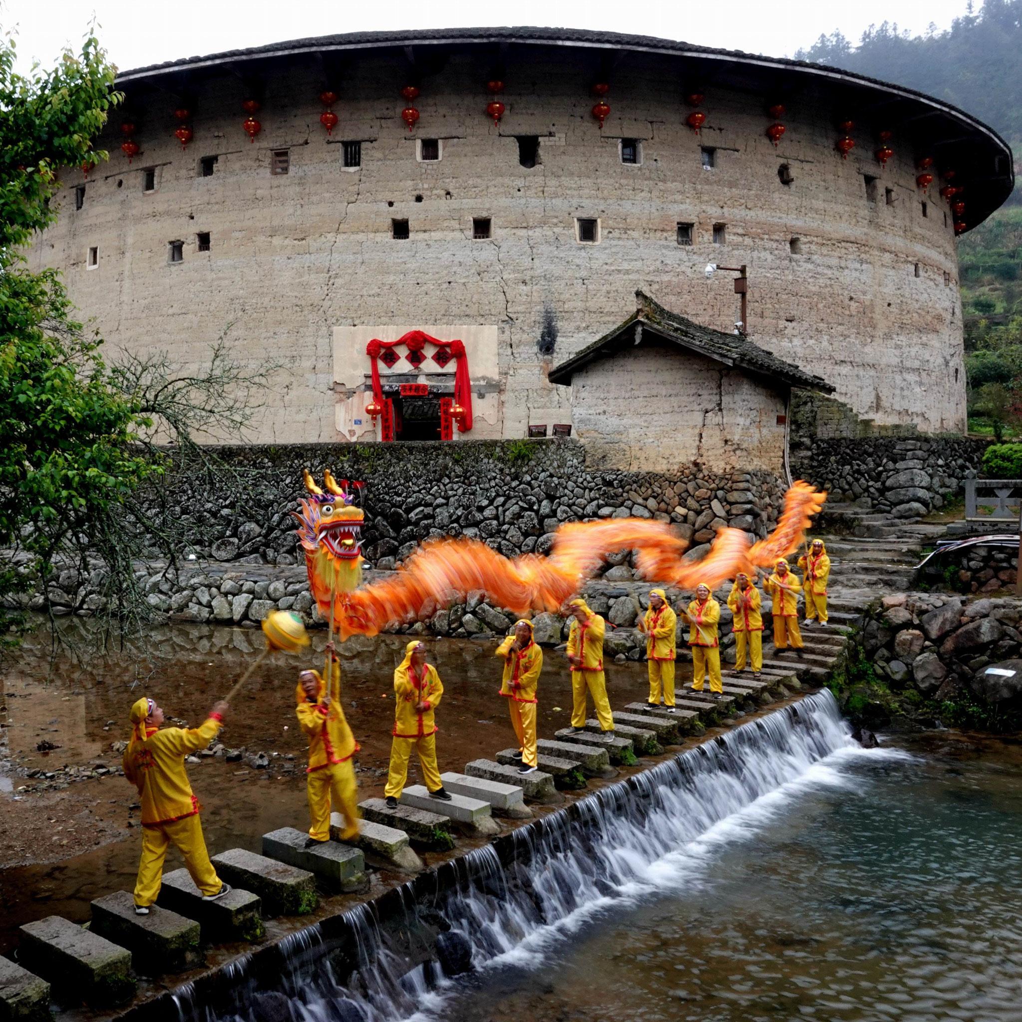 SHE Jiahu (China)-Dragons take off in Tulou