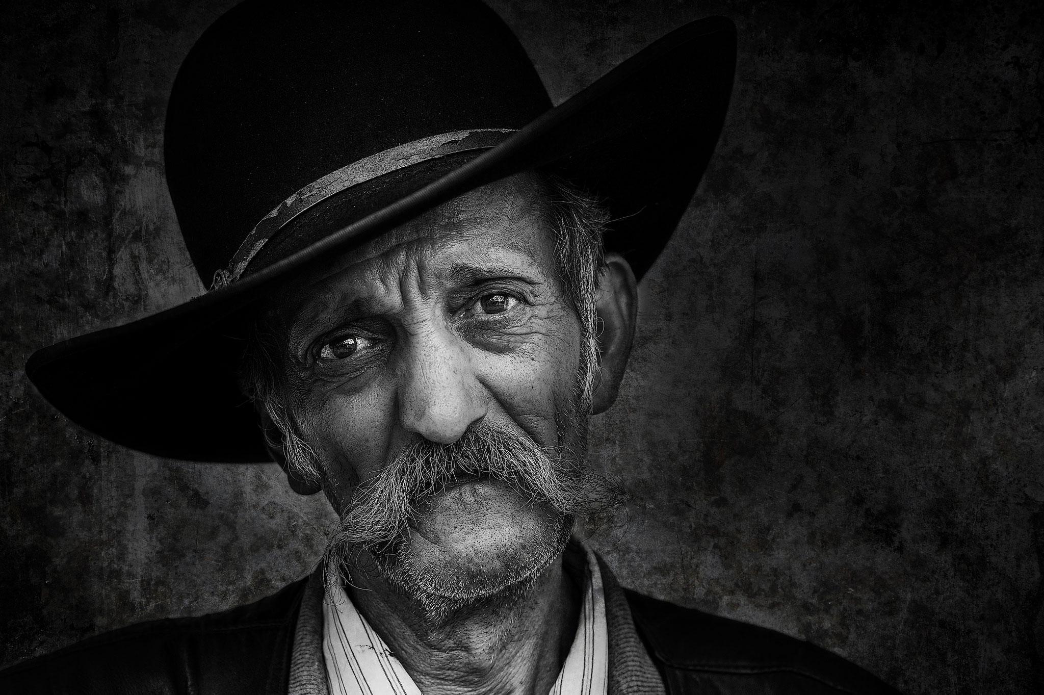 Zelko Csilla EFIAPg (Hungary) -Expressive Eyes