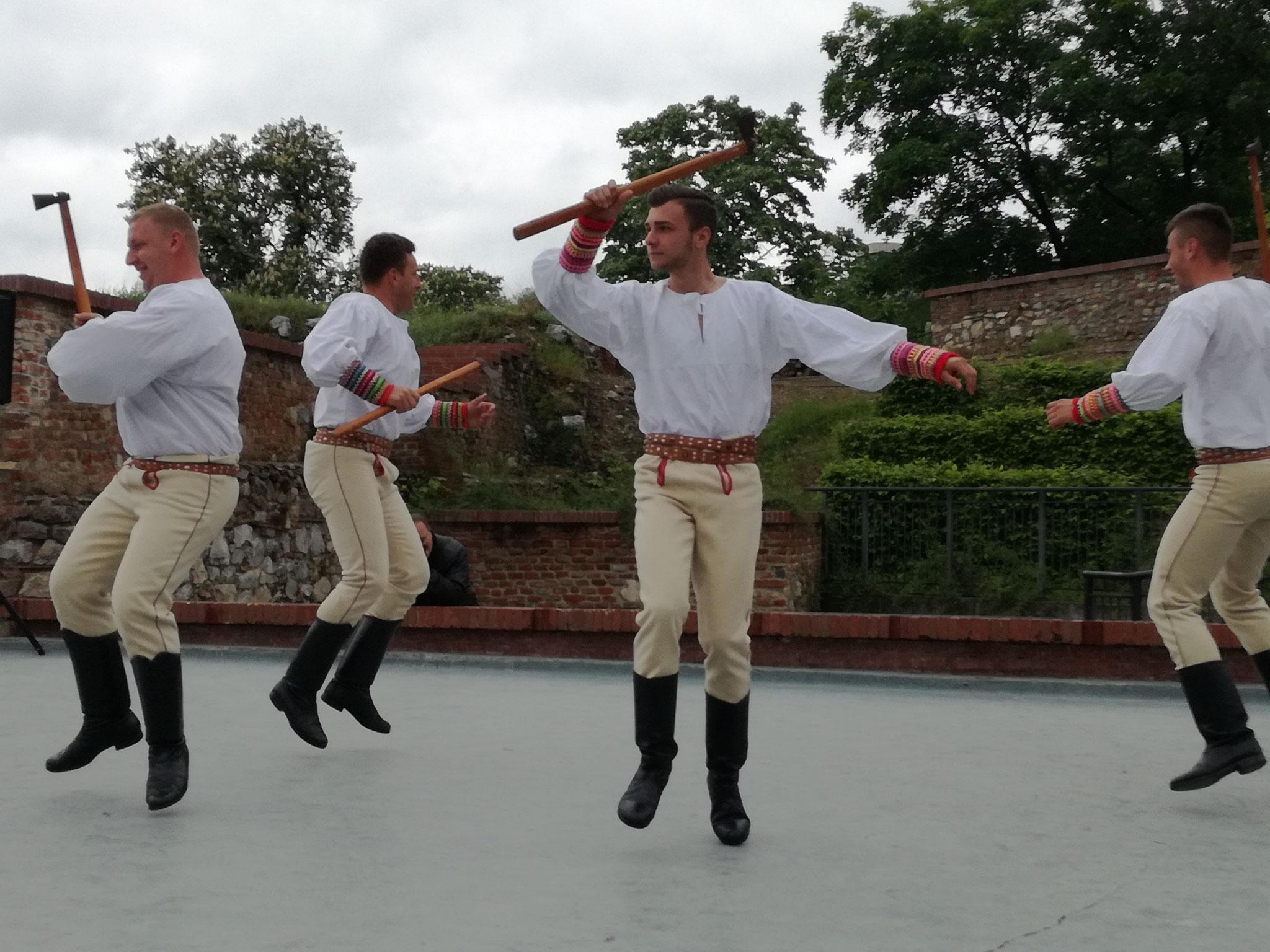 Atelier de creație pe scena Teatrului de vară a Cetății (dansuri populare slovace)