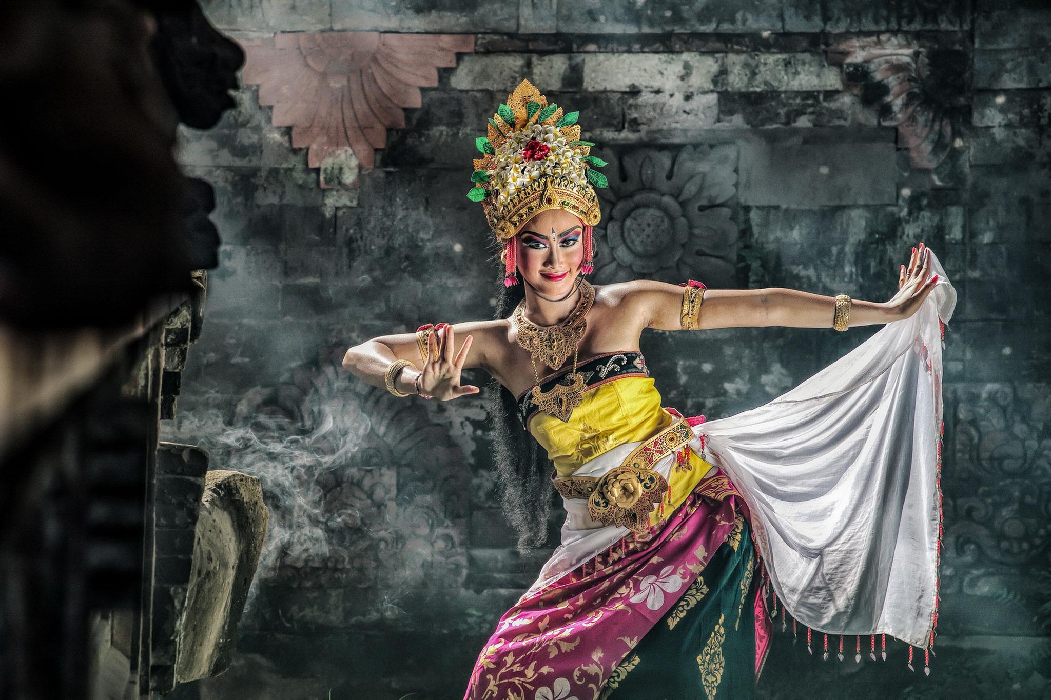 Chee Sze-Wah (Singapore) - Bali Dancer Swirl