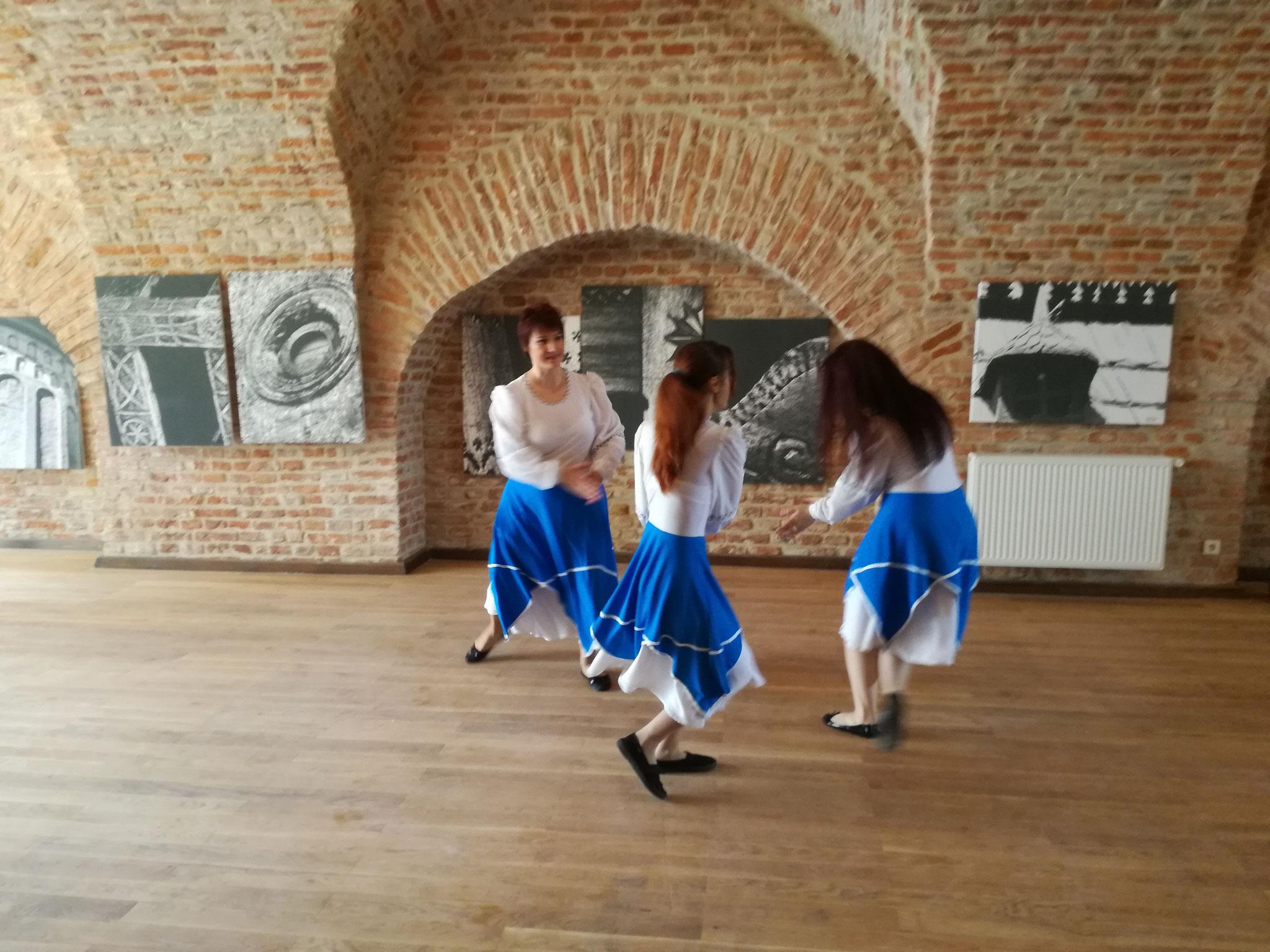 Atelier de creație în Cetatea Medievală  (dansuri populare izraeliene)