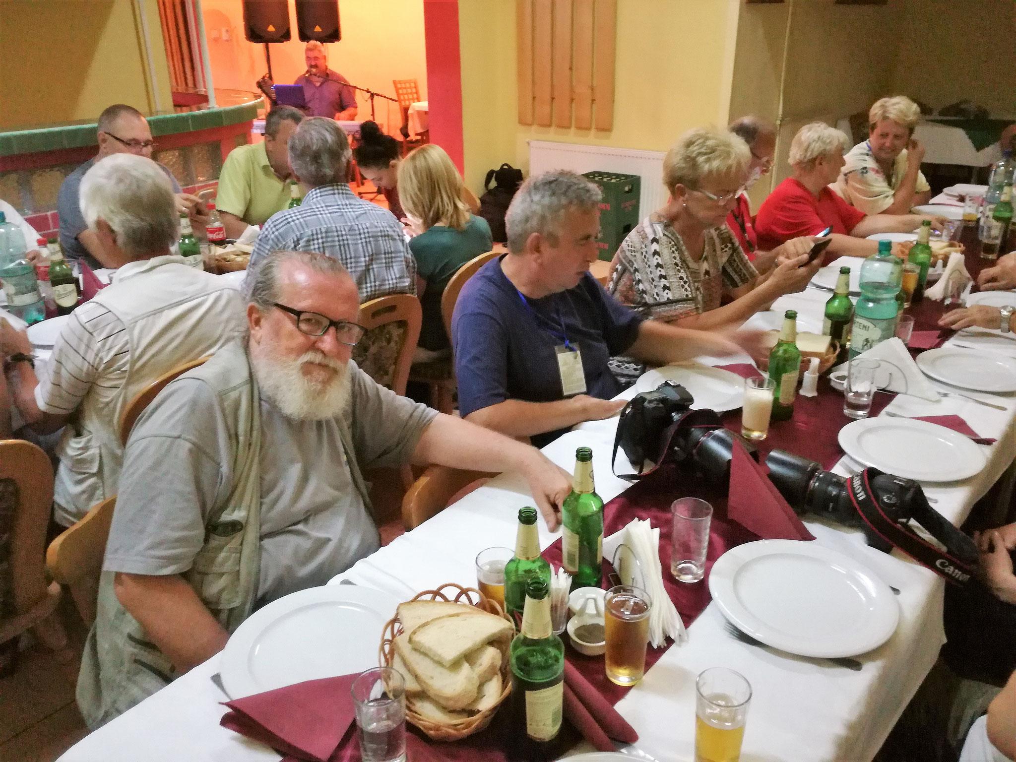 """La Restaurantul Central"""" din Săcuieni"""