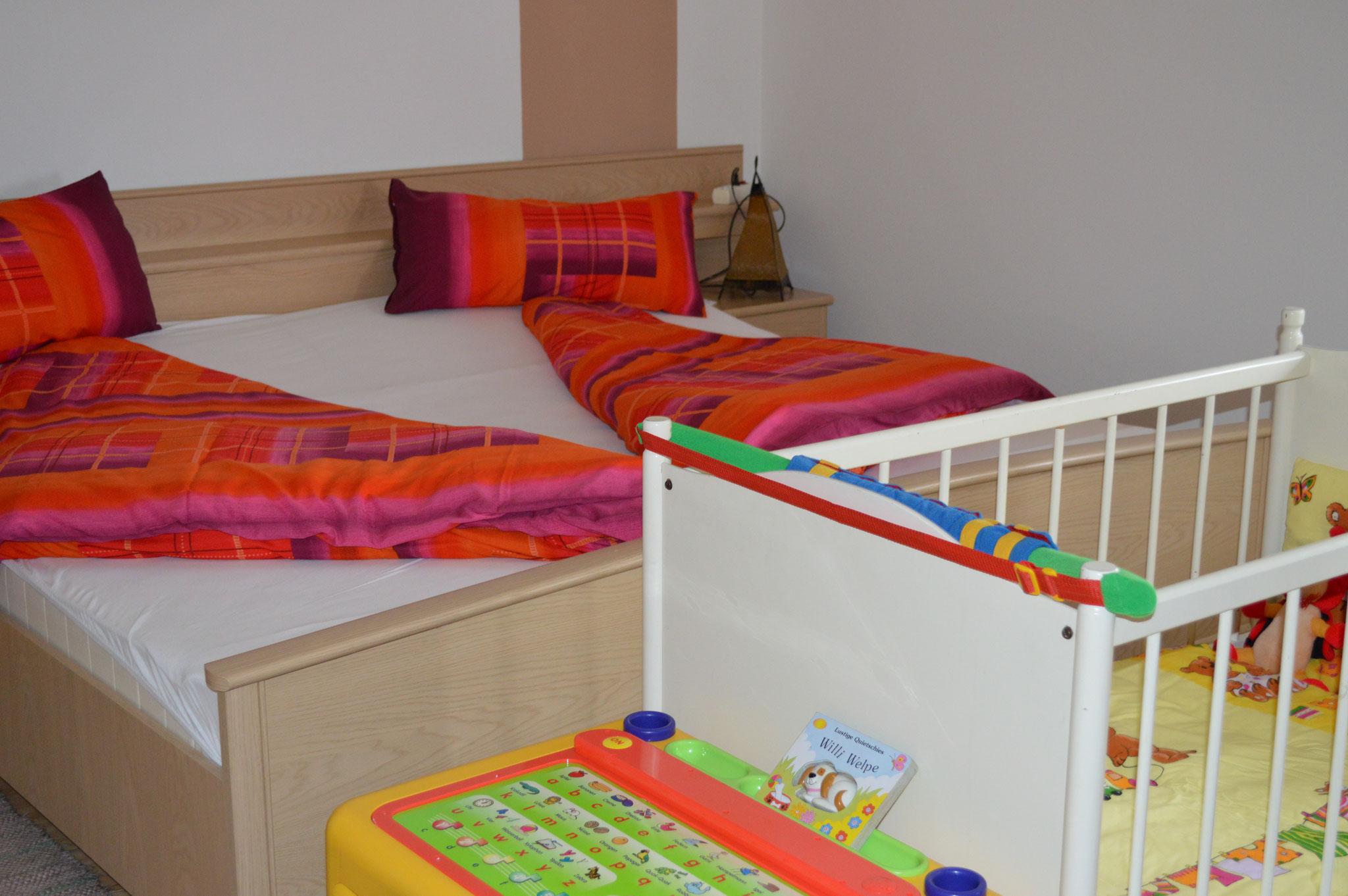 Vierbettzimmer mit Kleinkinderbett