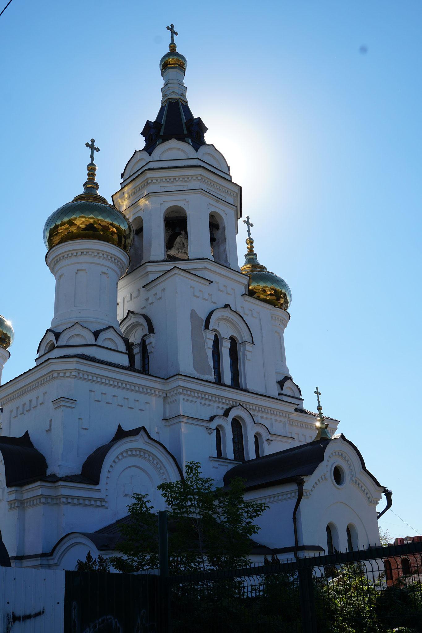 Überall hat es Kirchen mit goldigen Kuppen