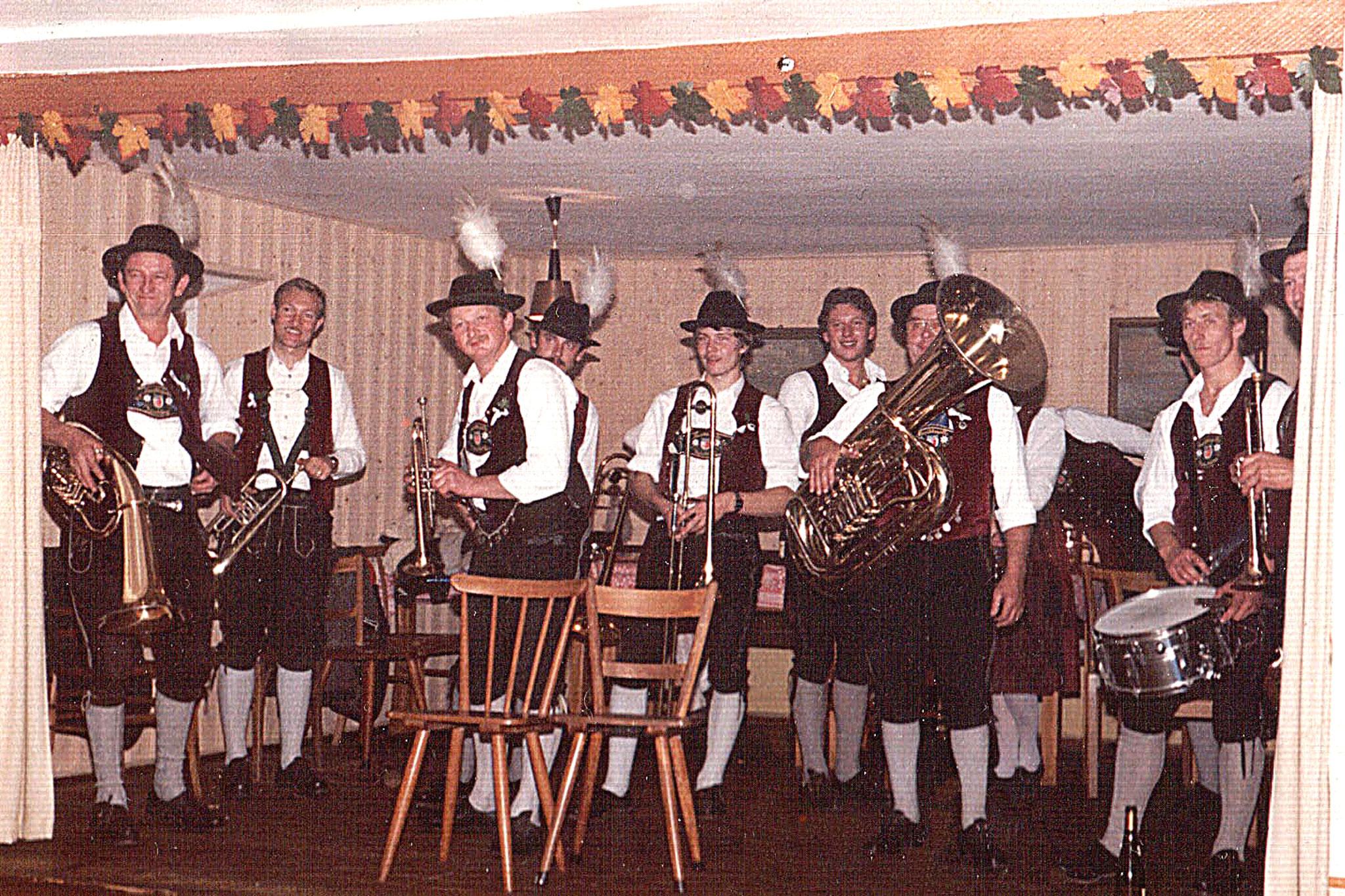 1985.10.26 Hochzeit Graf-beim Brautverziehen im Gasthaus Mitscke