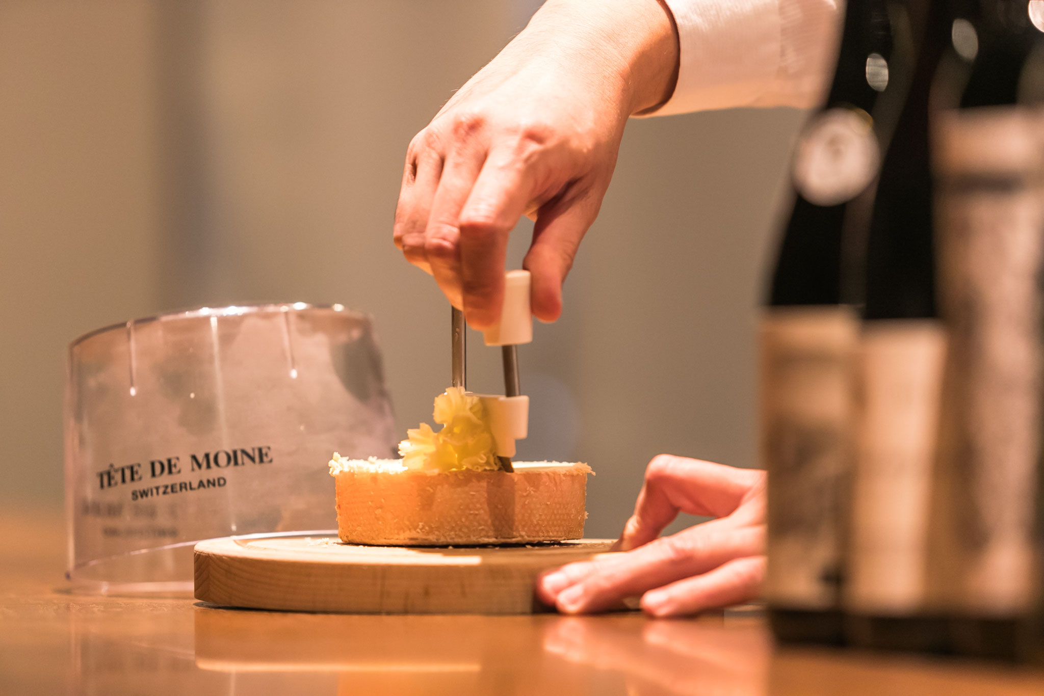 チーズは毎月店主みずからセレクトし、世界各国から取り寄せています。