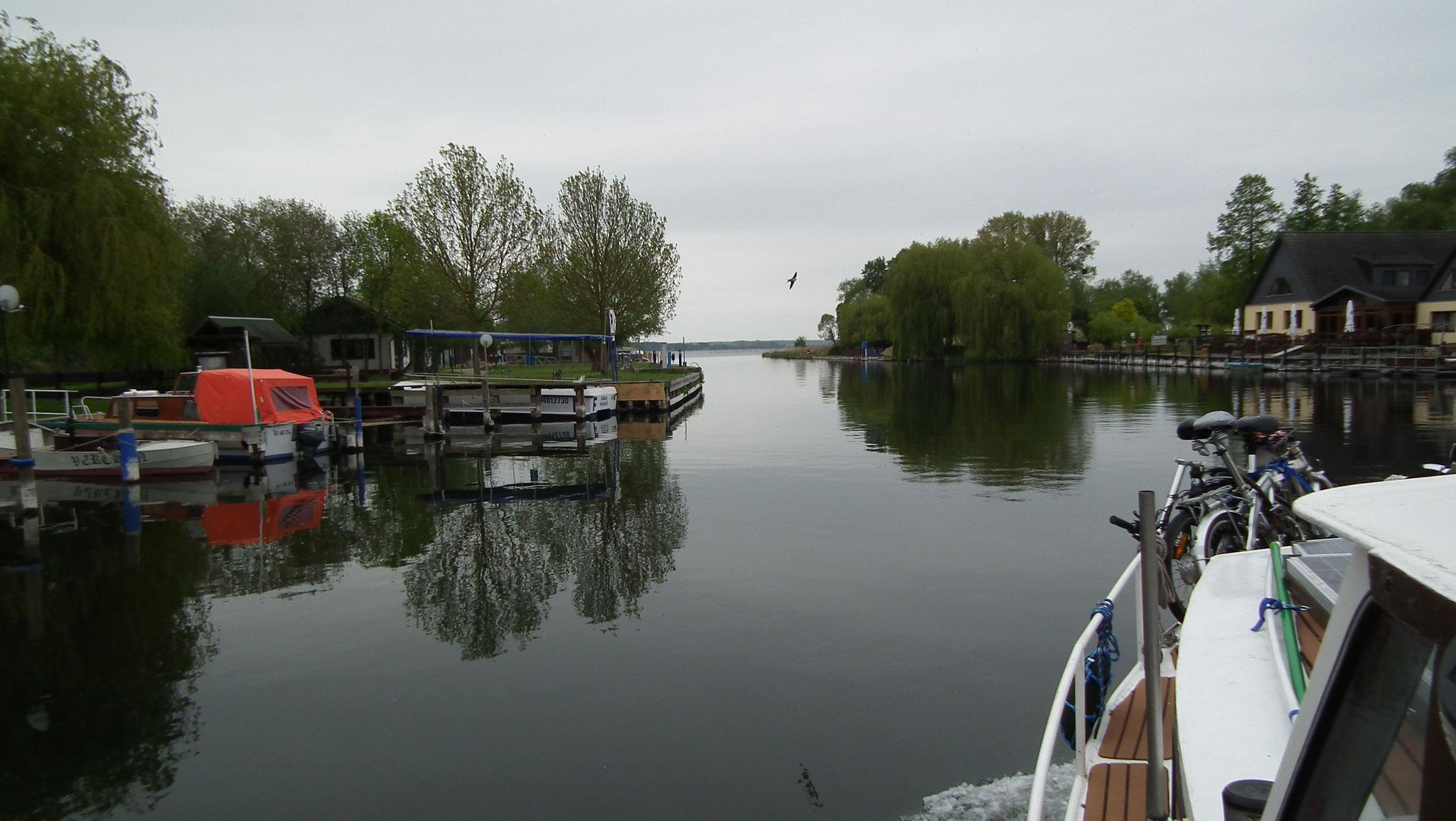 Kurz vor dem Kummerower See liegt der WWRP Aalbude / Verchen backbord