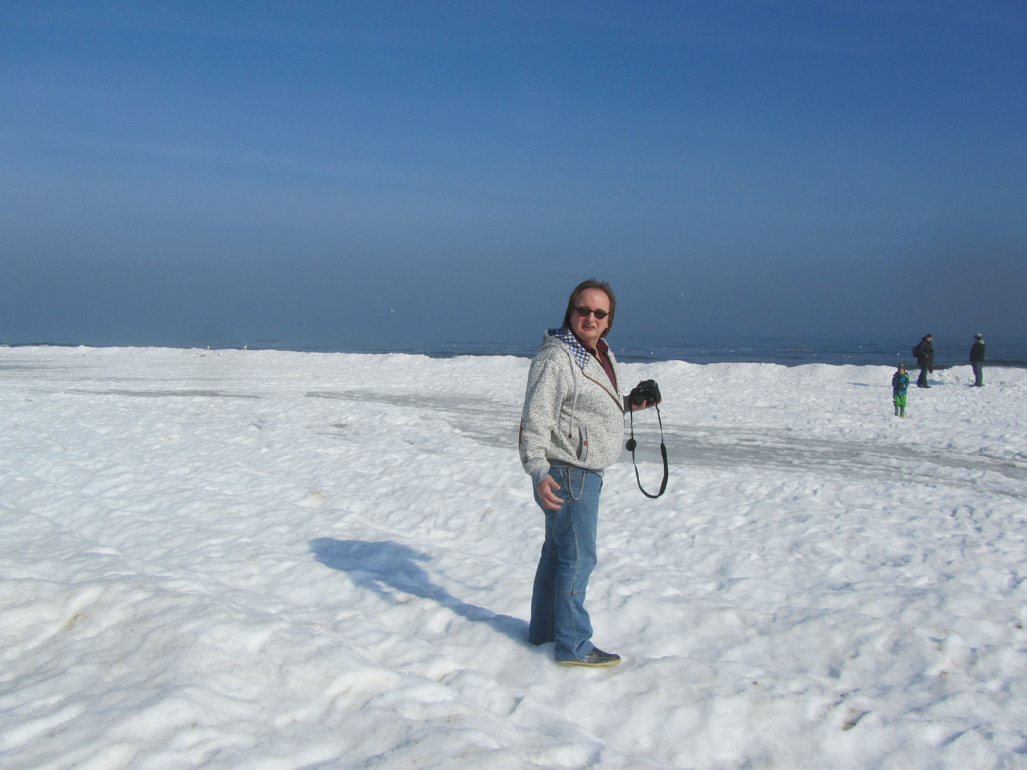 Schnee statt Sand am Strand