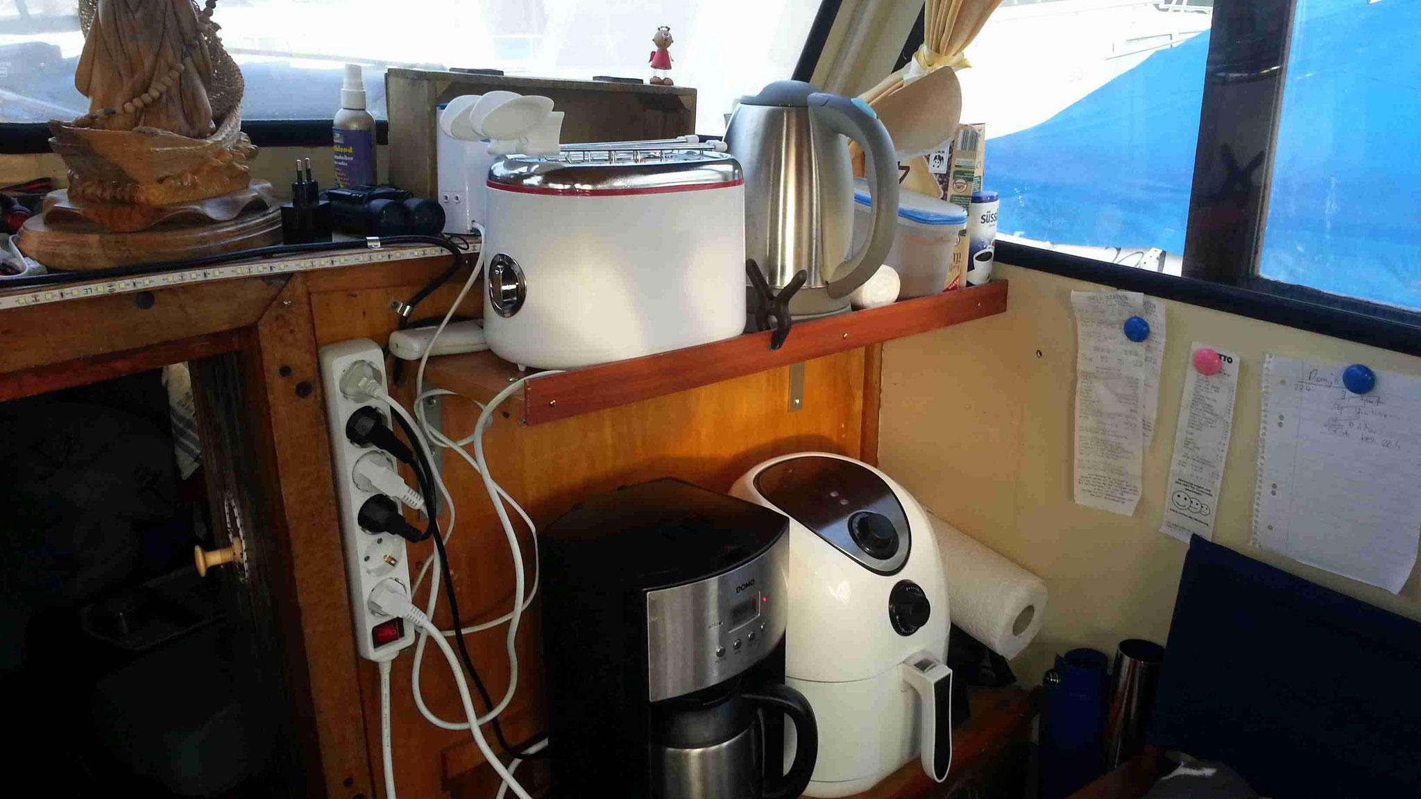 kleine Küchengeräte Ecke auf dem Boot