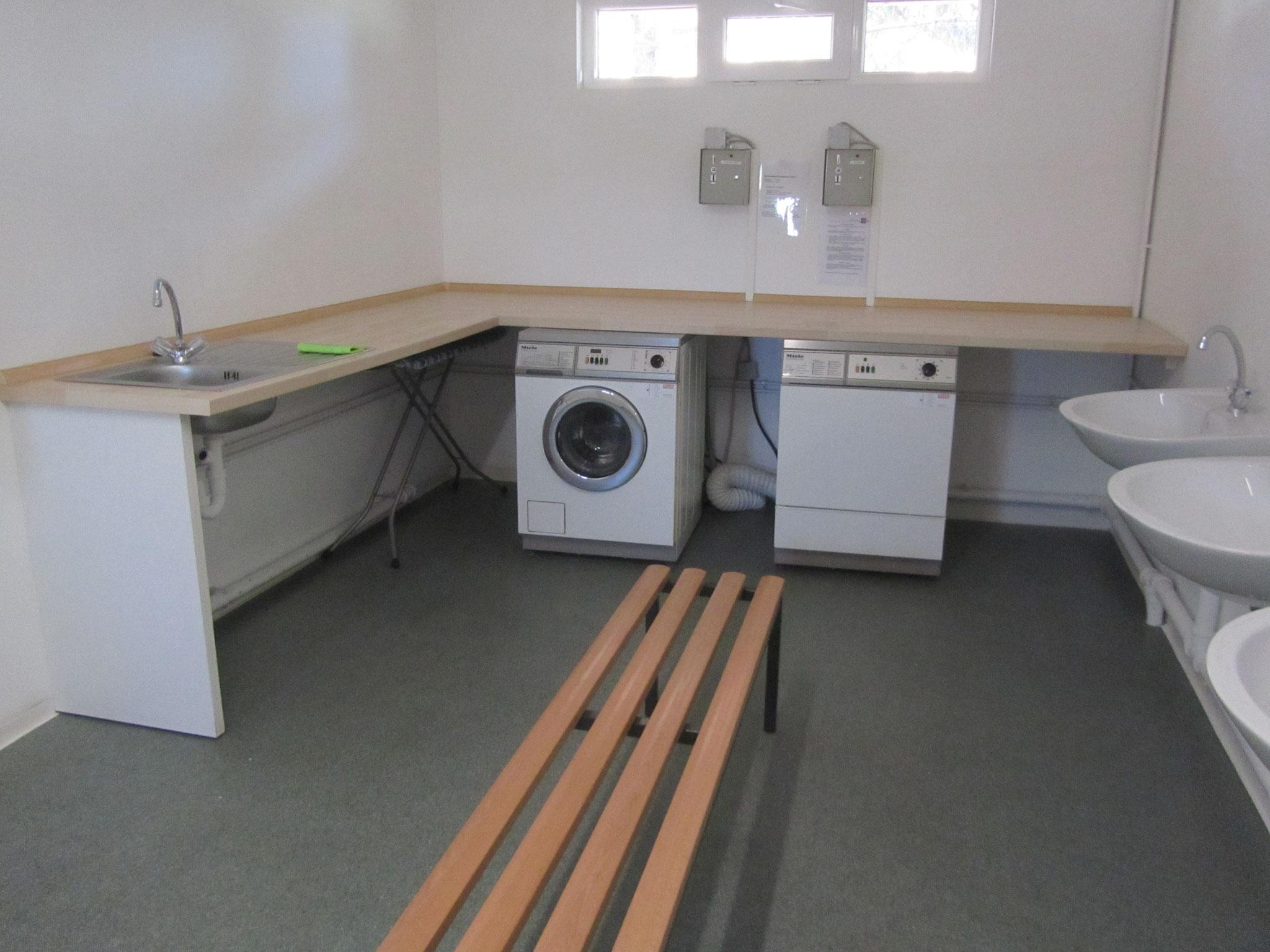 Waschmaschine Trockner und Kinder-WC vorhanden